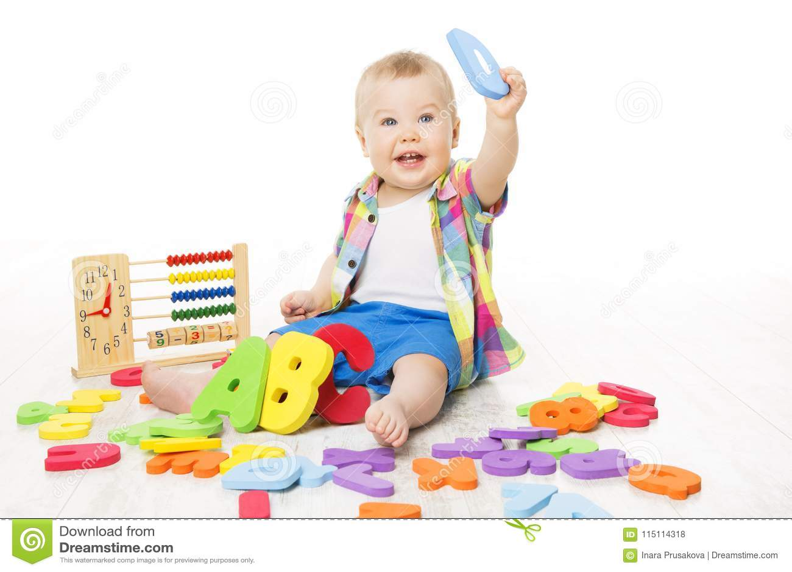 Baby-Alphabet-und Mathe-Spielwaren, Kind, das Abakus ABC-Buchstaben spielt