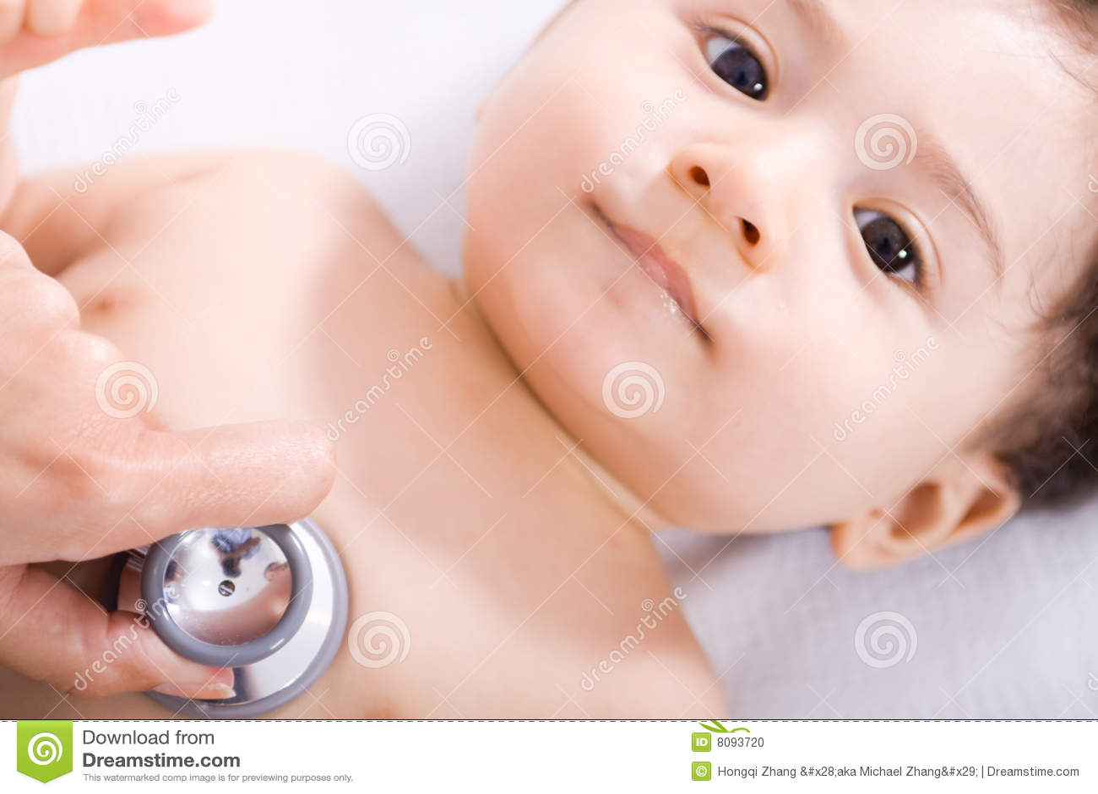 Baby bij arts