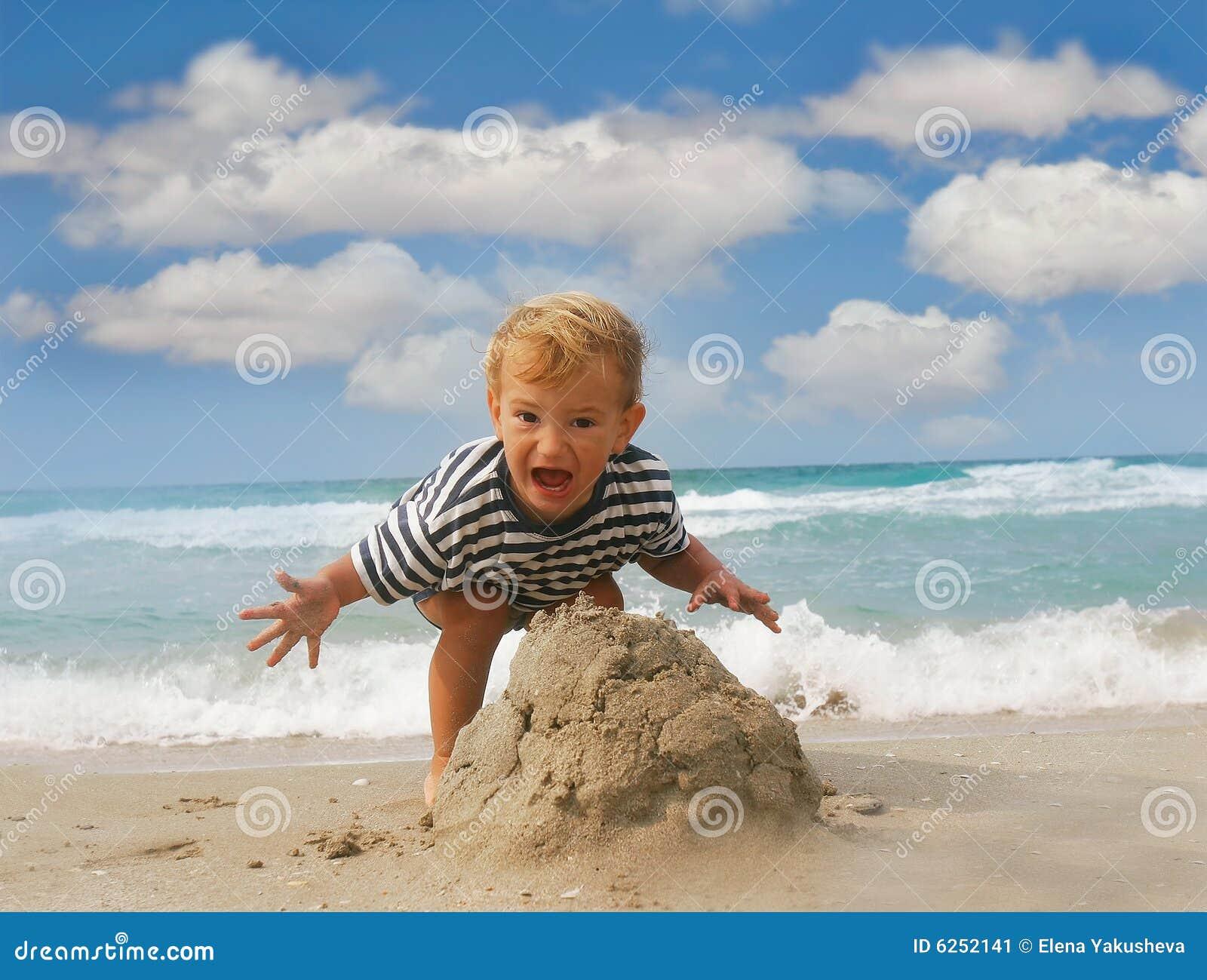 Amateur niño desnudo playa
