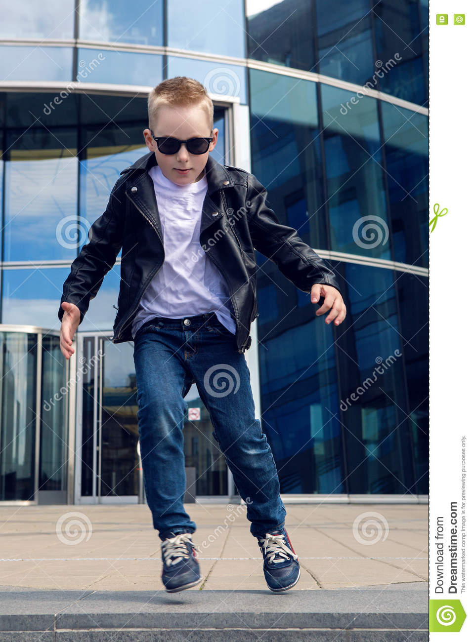 539b8cd0cb80 Baby Boy 7 - 8 Years In A Black Leather Jacket Dancing Stock Image ...