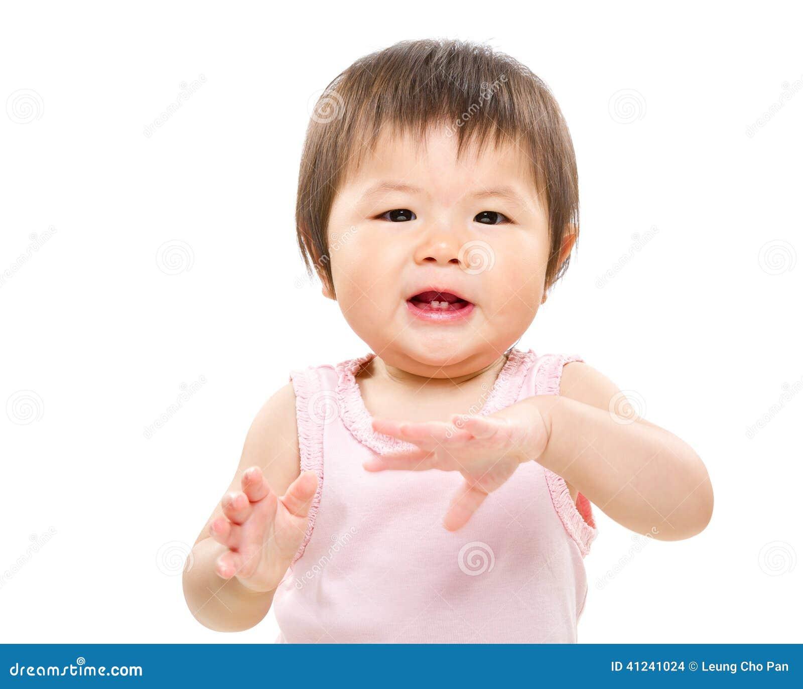Baby clap hand