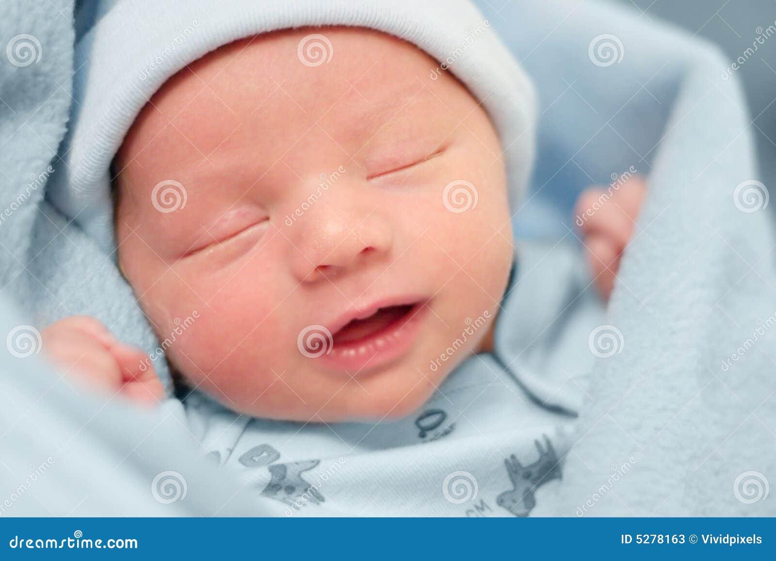 Baby die met een Vreedzame Uitdrukking op Gezicht rust