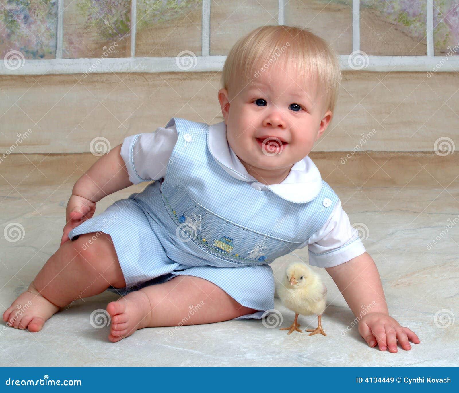 Baby en het Kuiken van Pasen