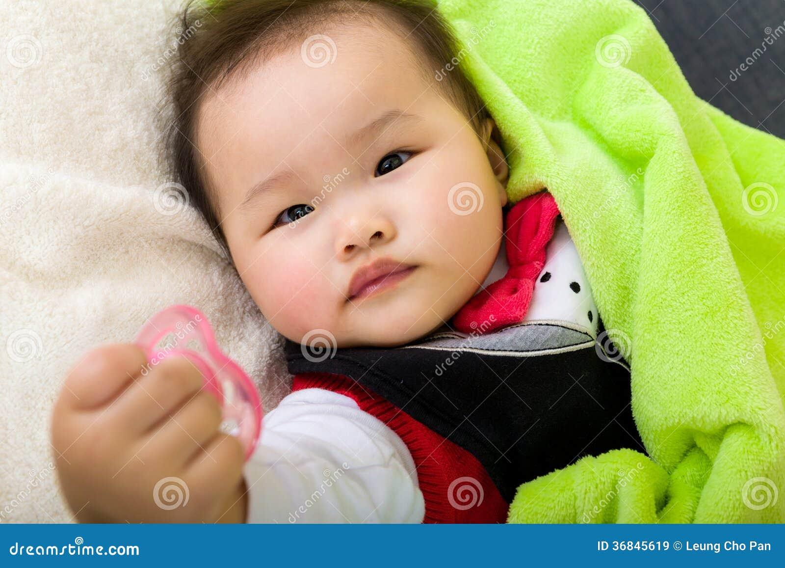 Baby ger fredsmäklaren