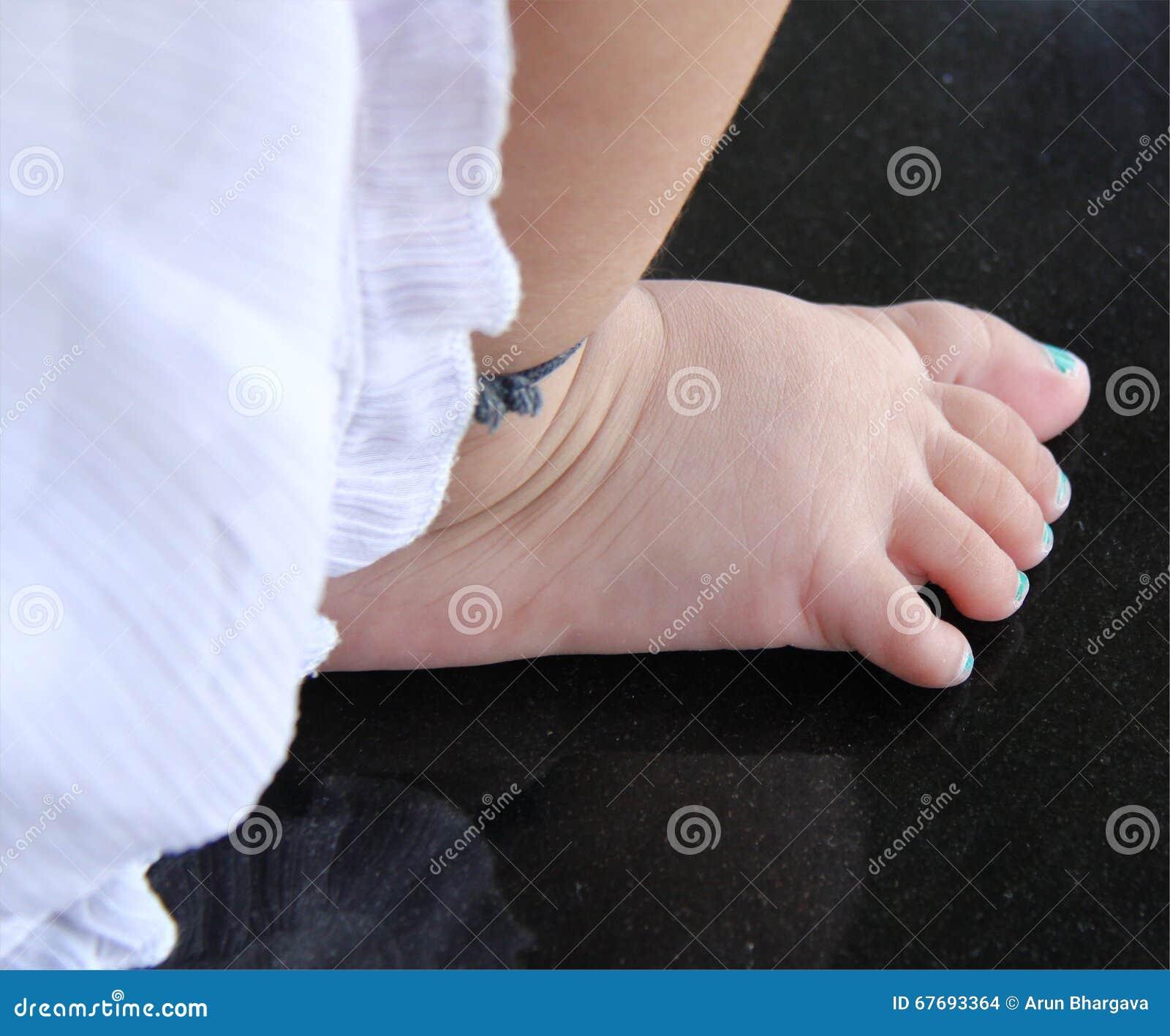 girlfeet Baby girl feet