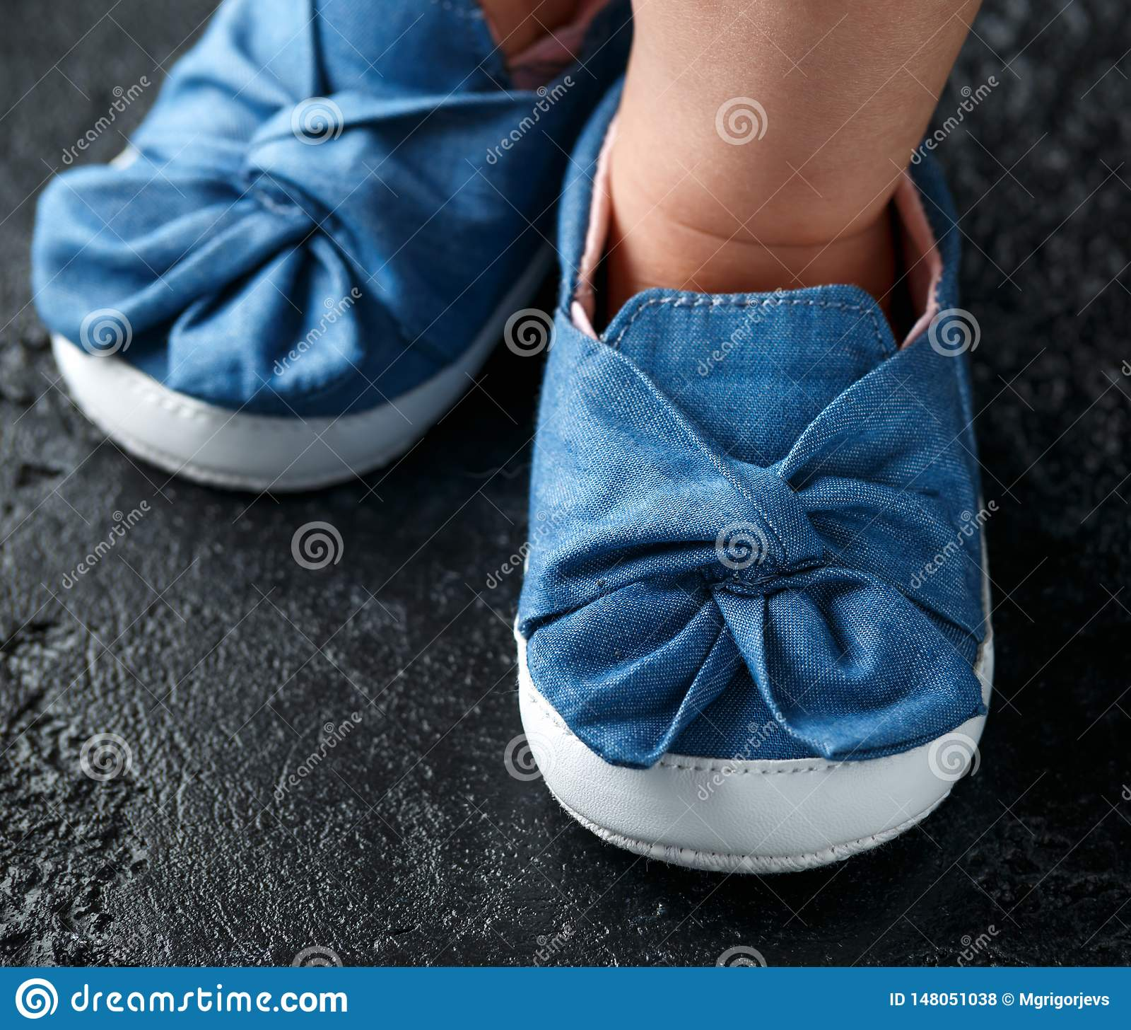 Baby girl first blue denim shoes with bow