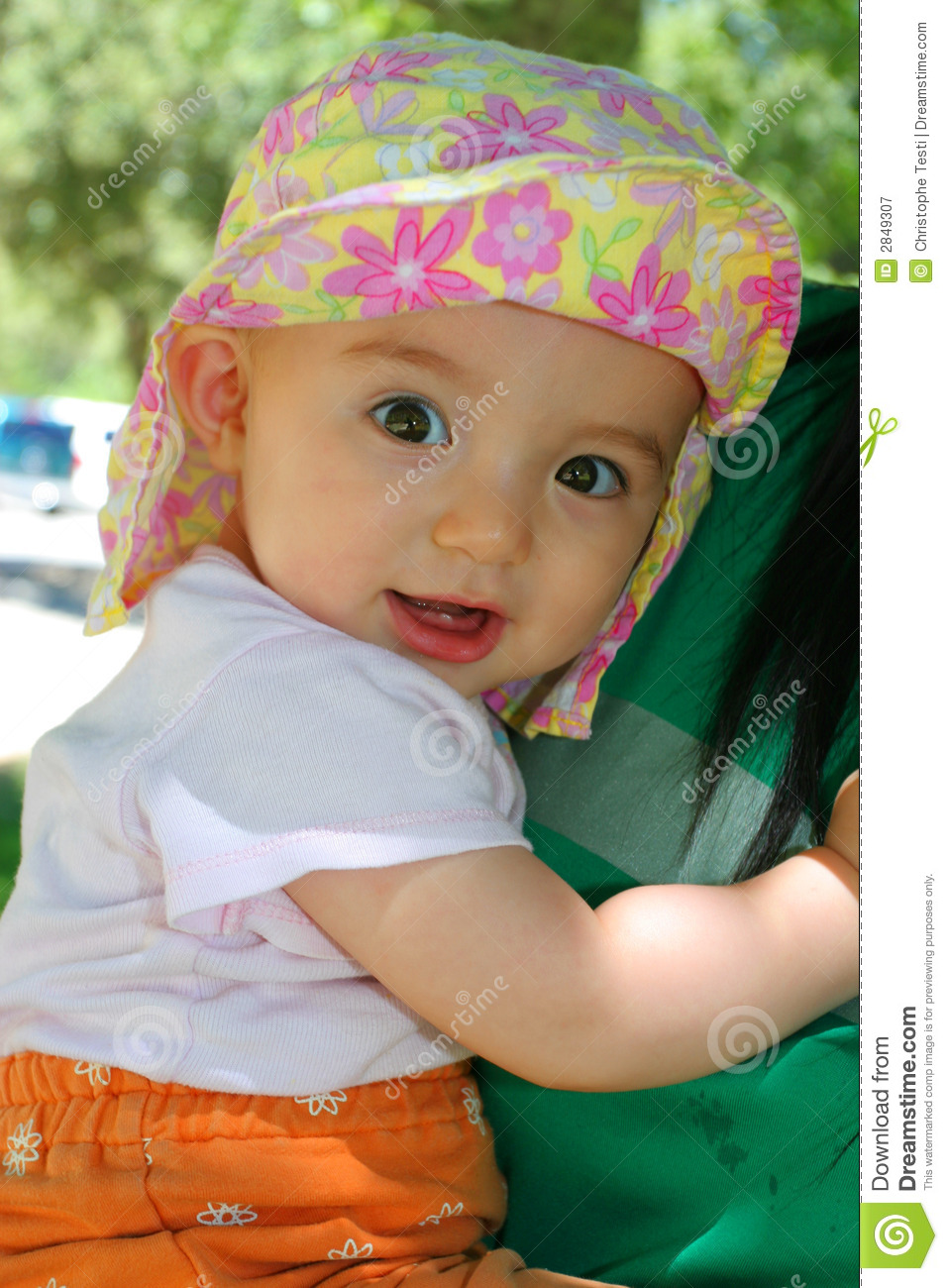 a0b061f175e Baby Girl In Floral Summer Hat Stock Image - Image of youth
