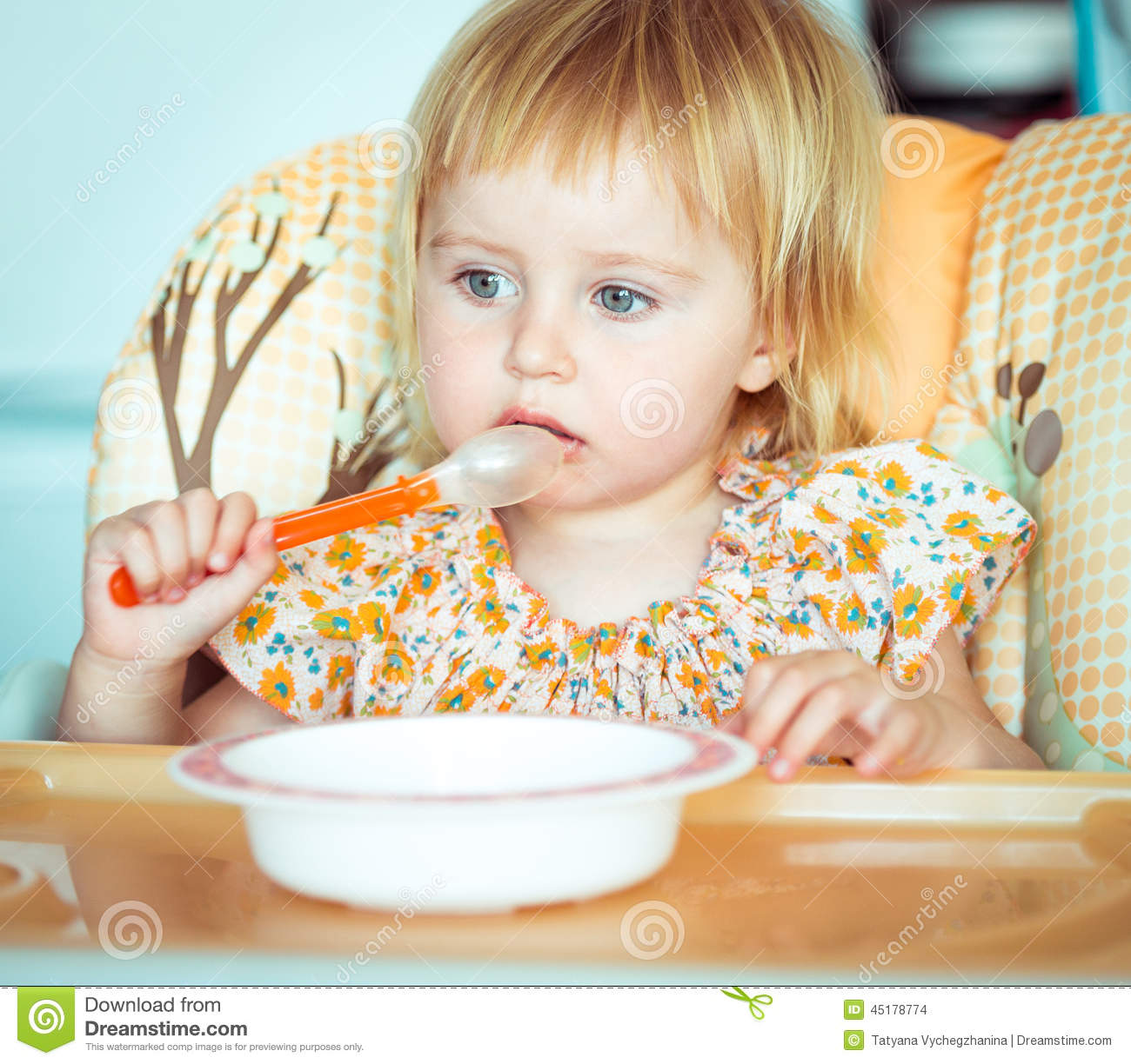 how to teach baby to eat with a spoon