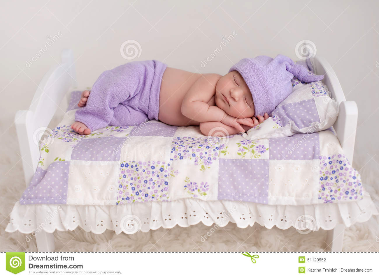 Baby bed and pillow - Baby Girl Sleeping On A Little Bed