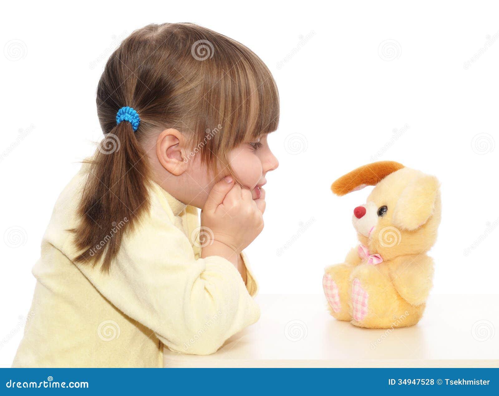 Baby het spelen met stuk speelgoed