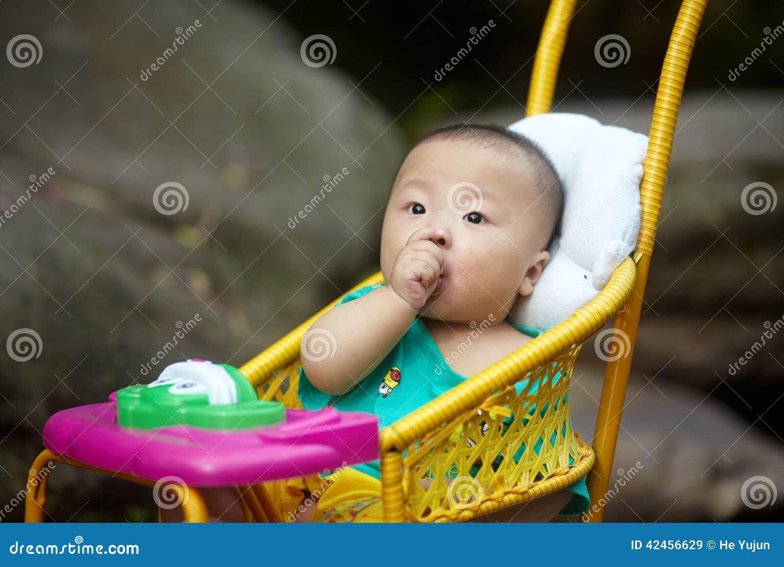 Baby im Spaziergänger