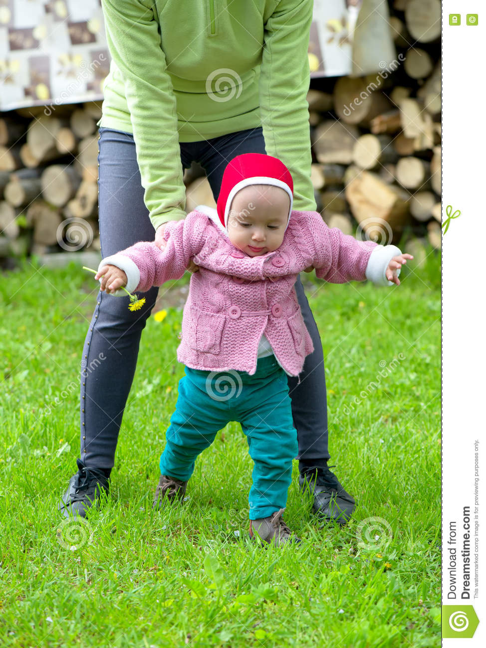 How to Teach a Baby to Walk When it is Time?