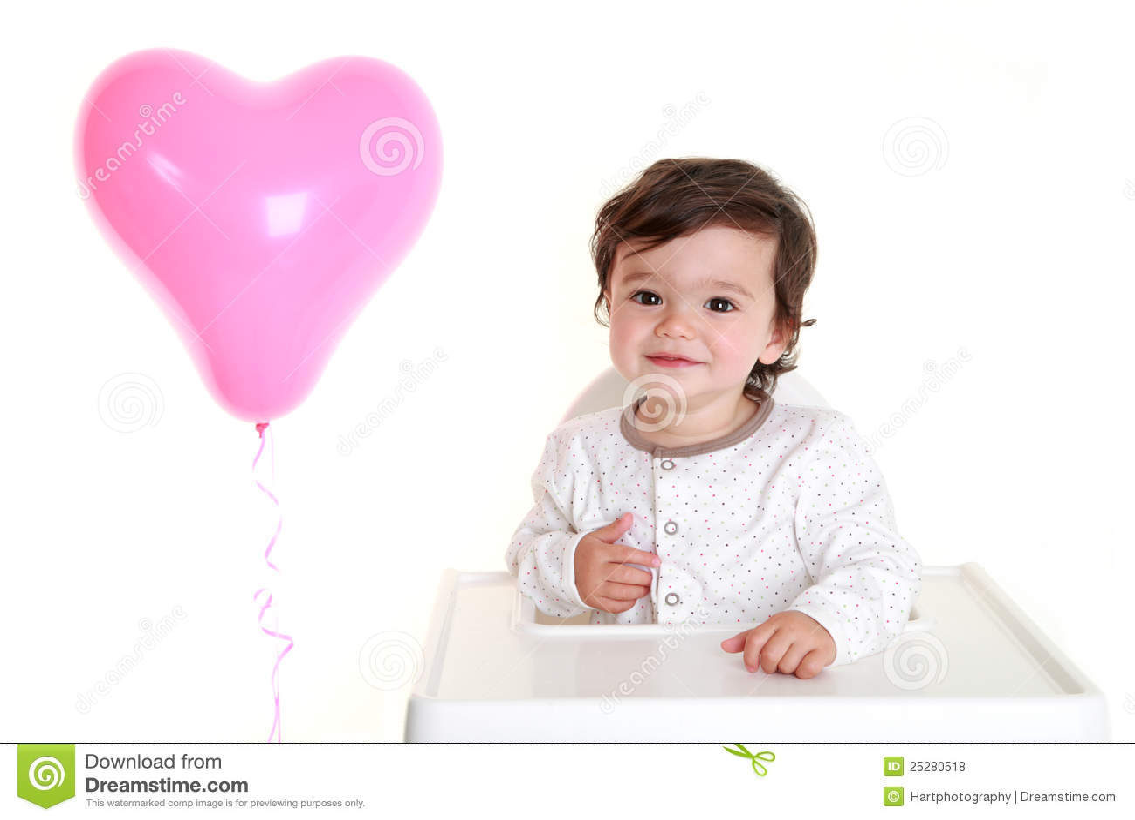 Baby met hart gevormde ballon