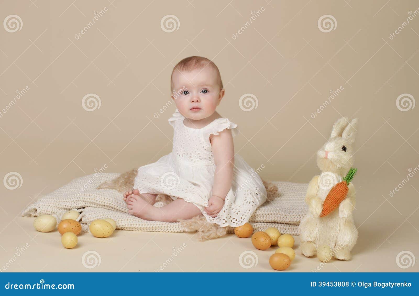 Baby Ostern Bunny Eggs Stockfoto Bild Von Schön Angekleidet 39453808