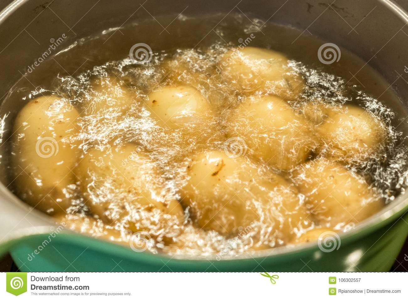 How to boil potatoes in a pan