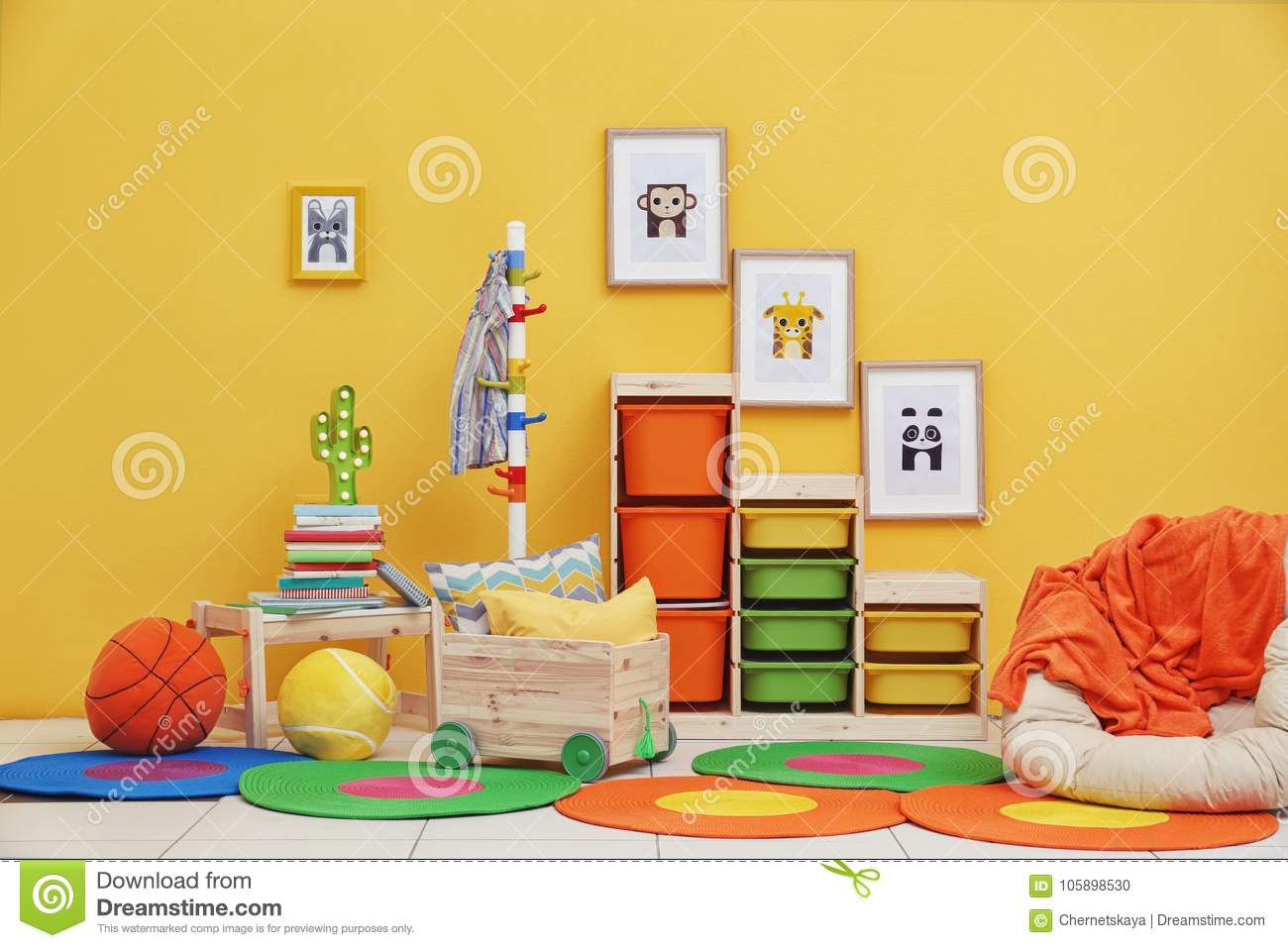 Baby room with pictures of animals