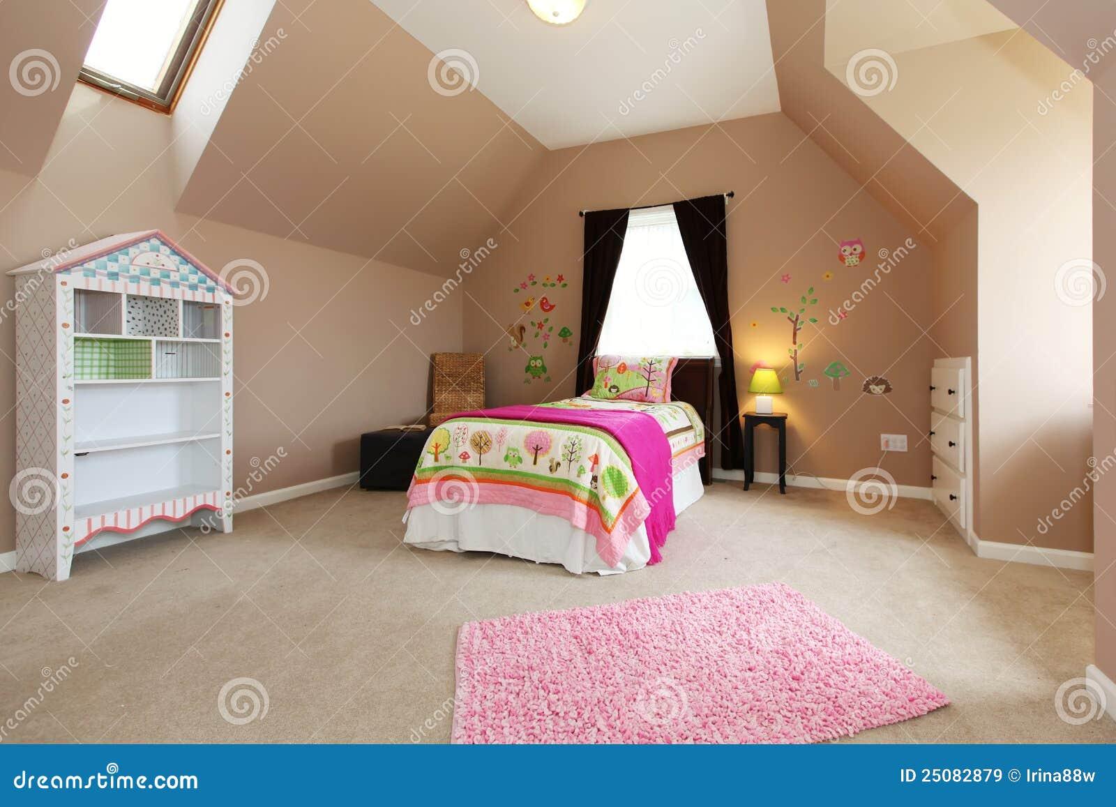 Baby Scherzt Schlafzimmer Mit Rosafarbenem Bett. Stockbild - Bild ...