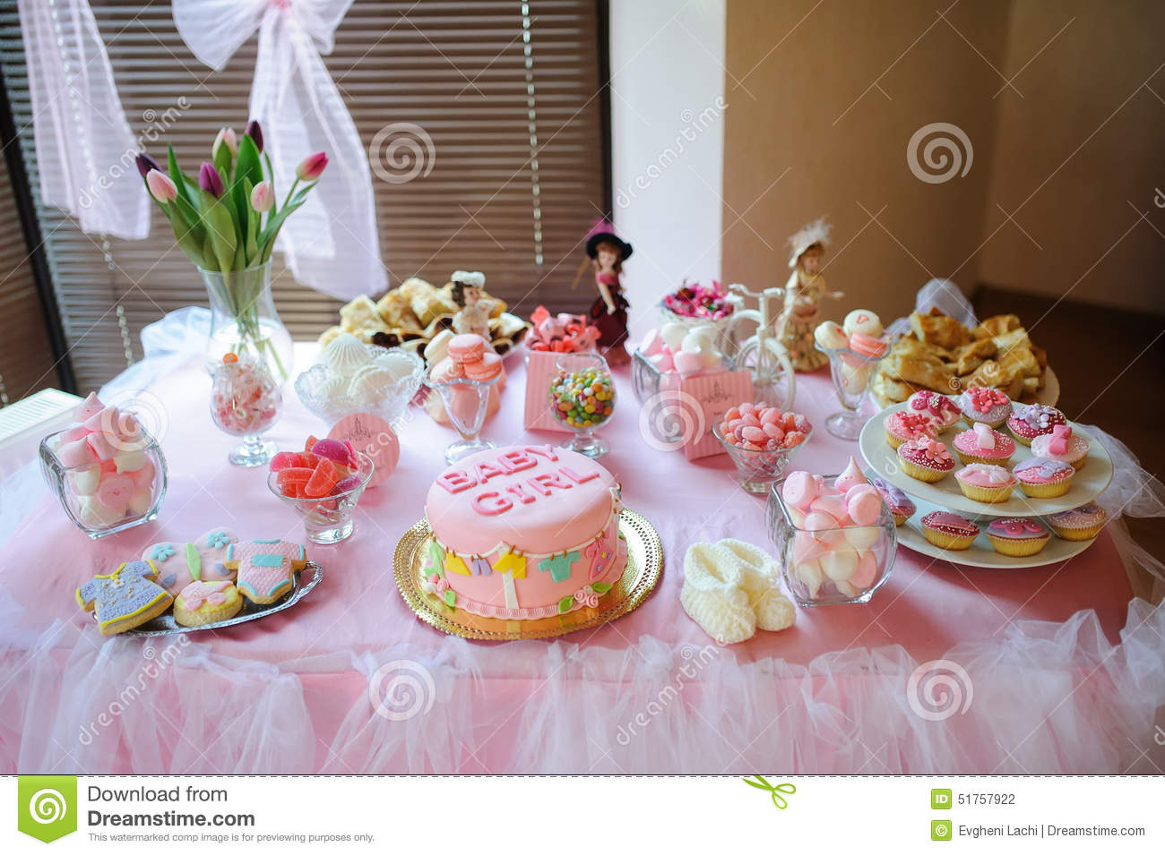 baby shower dessert with delicious sweet cake