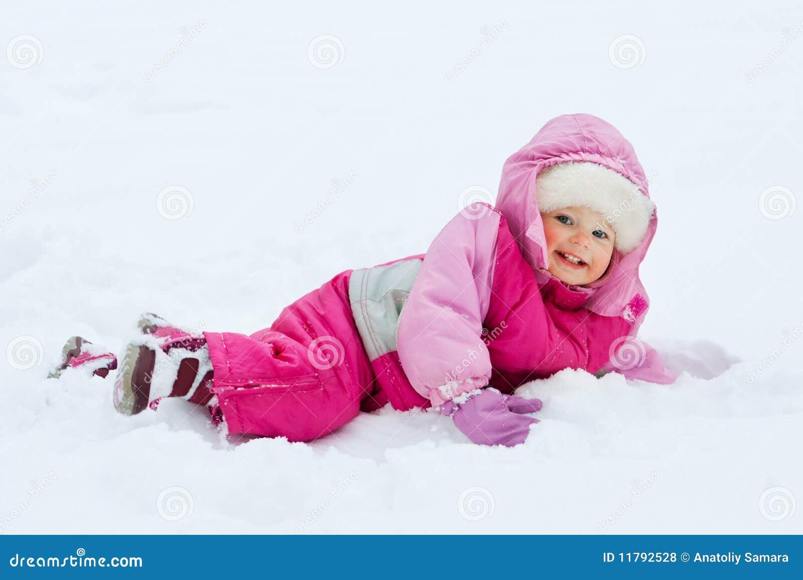 Baby in sneeuw