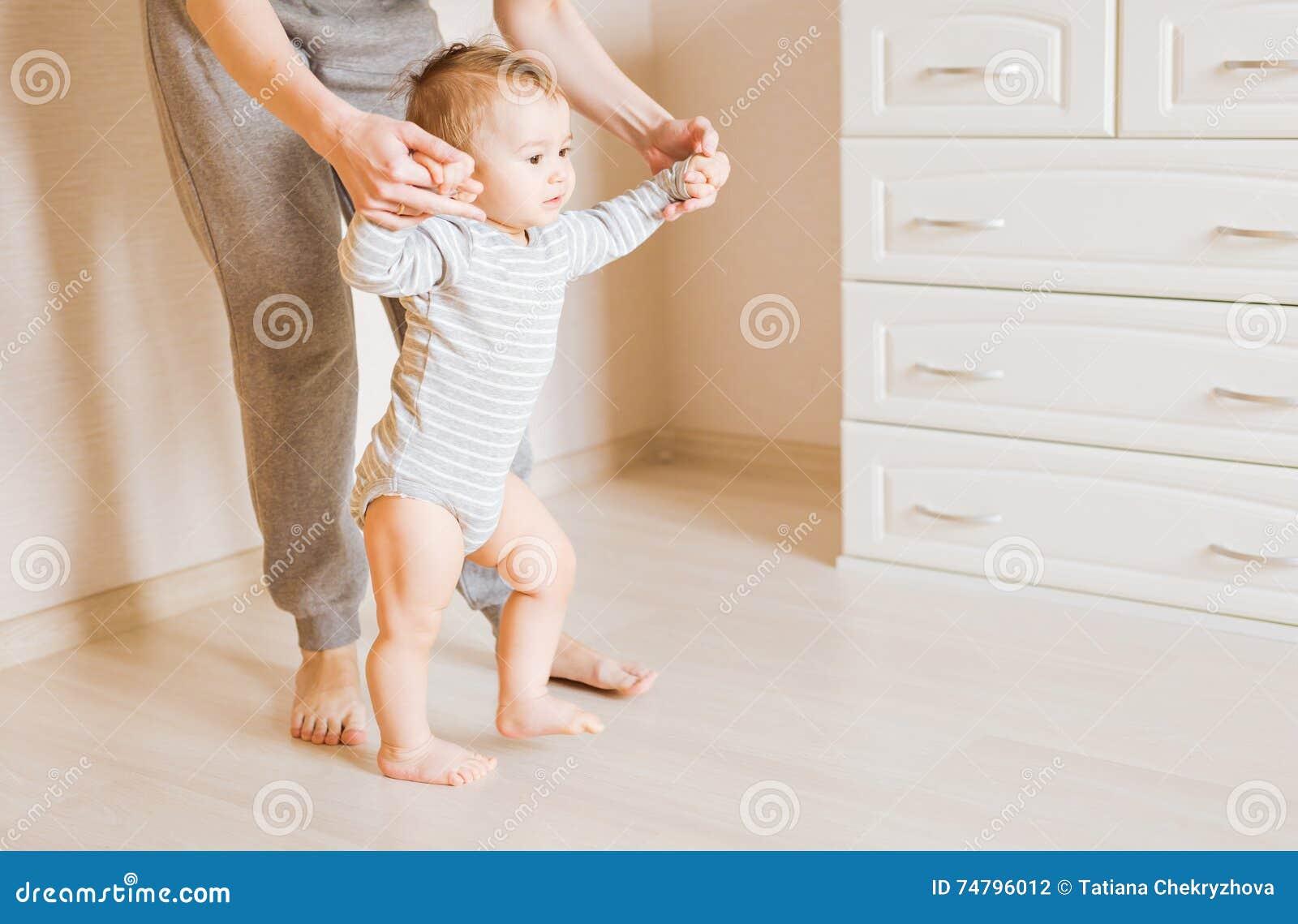 Учим ребенка ходить фото
