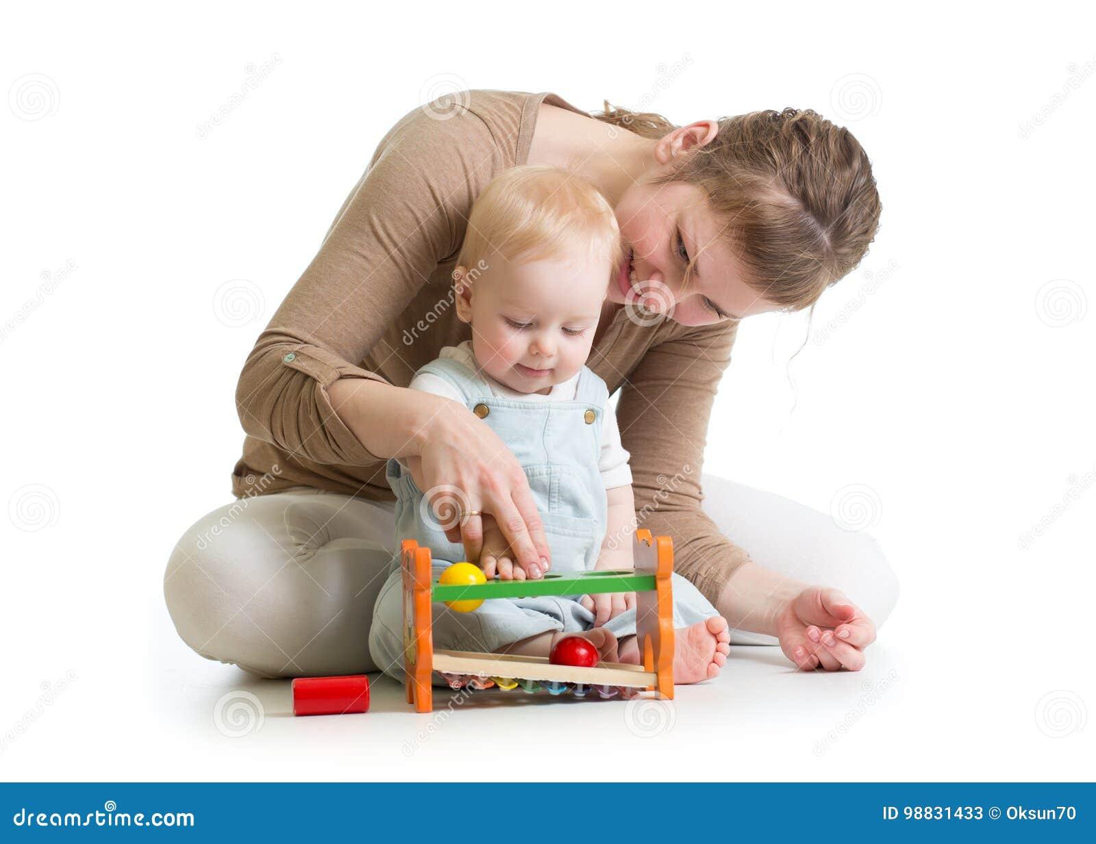 che madre al giocattolo e insieme Bambino giocano logico HE9D2I