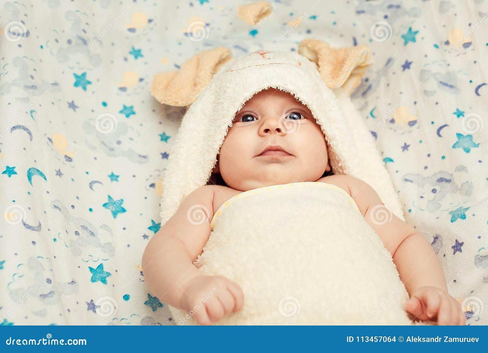 Baby in zachte pyjama s