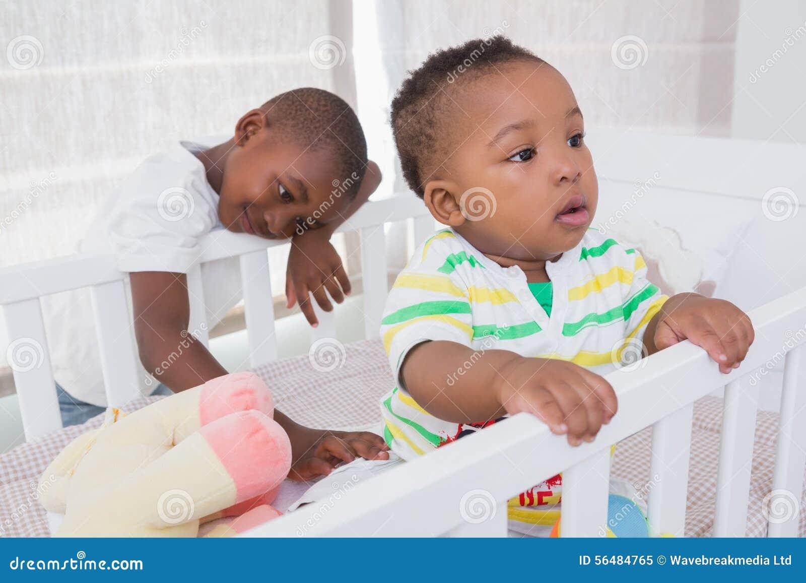 Babyboy et son frère dans le babyroom