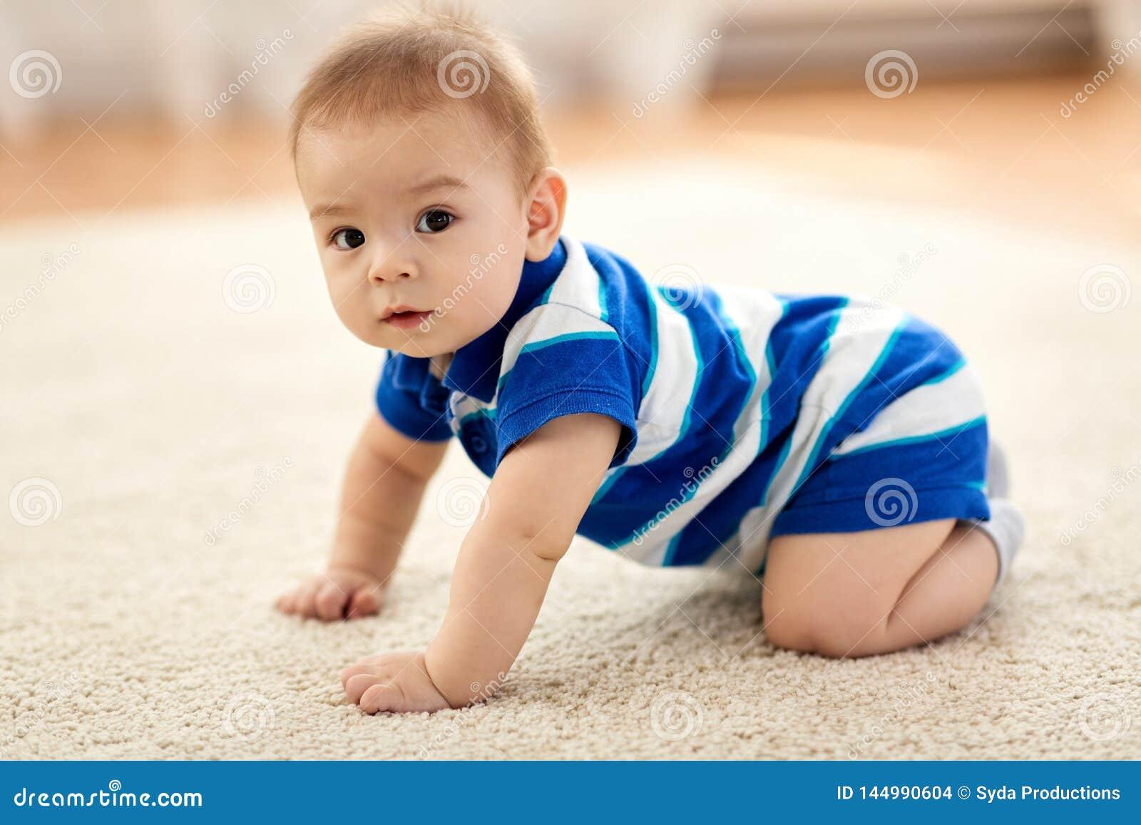 Сладкий маленький азиатский ребенок