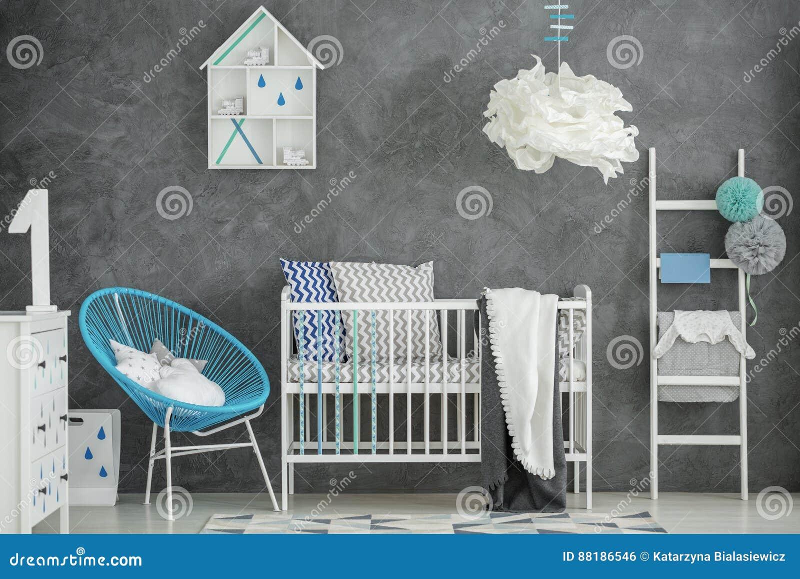 Baby Slaapkamer Decoratie : Babyslaapkamer met concrete muur stock foto afbeelding bestaande