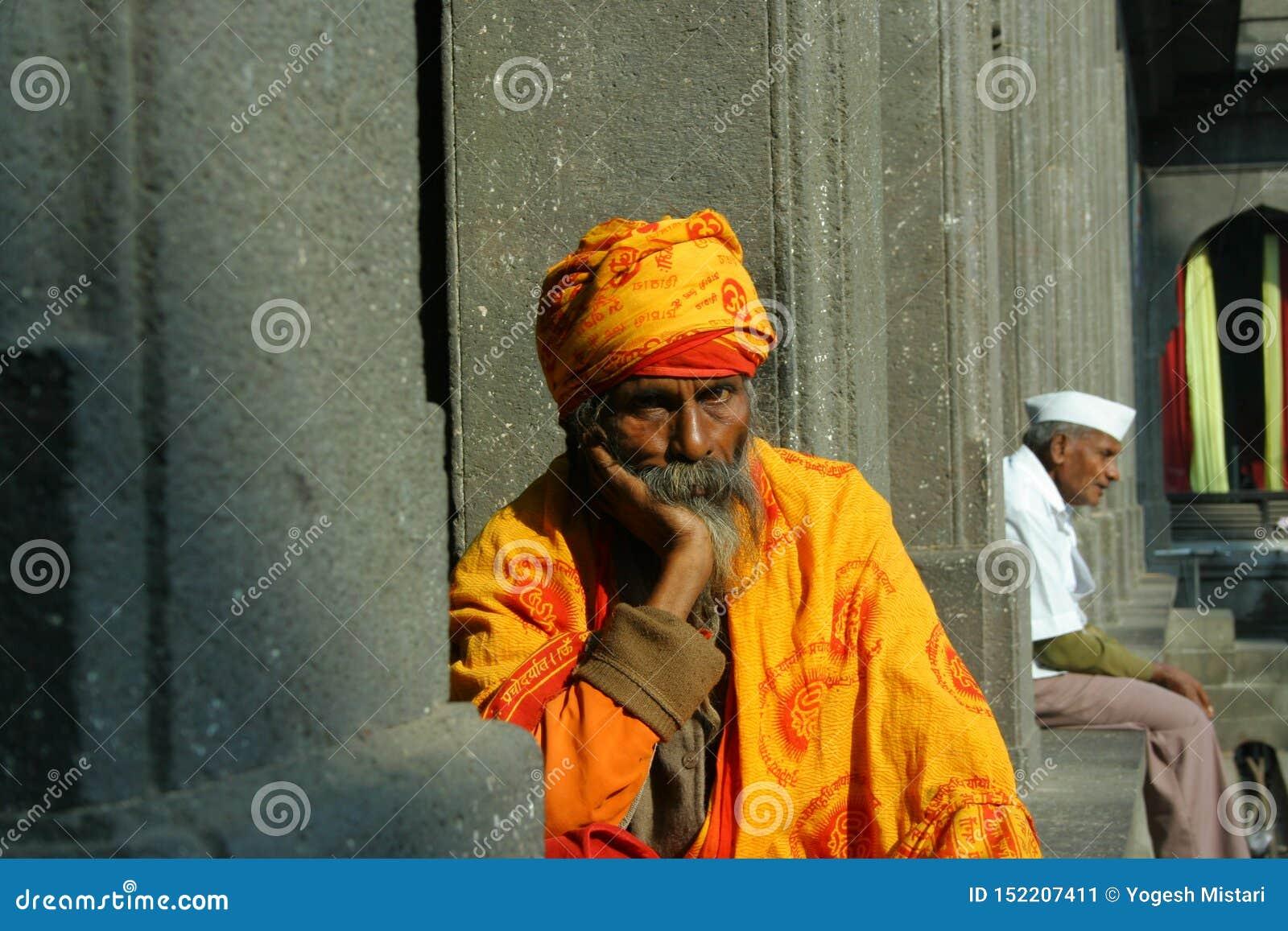 Babza al pensatore devozionale del tempio del nashik