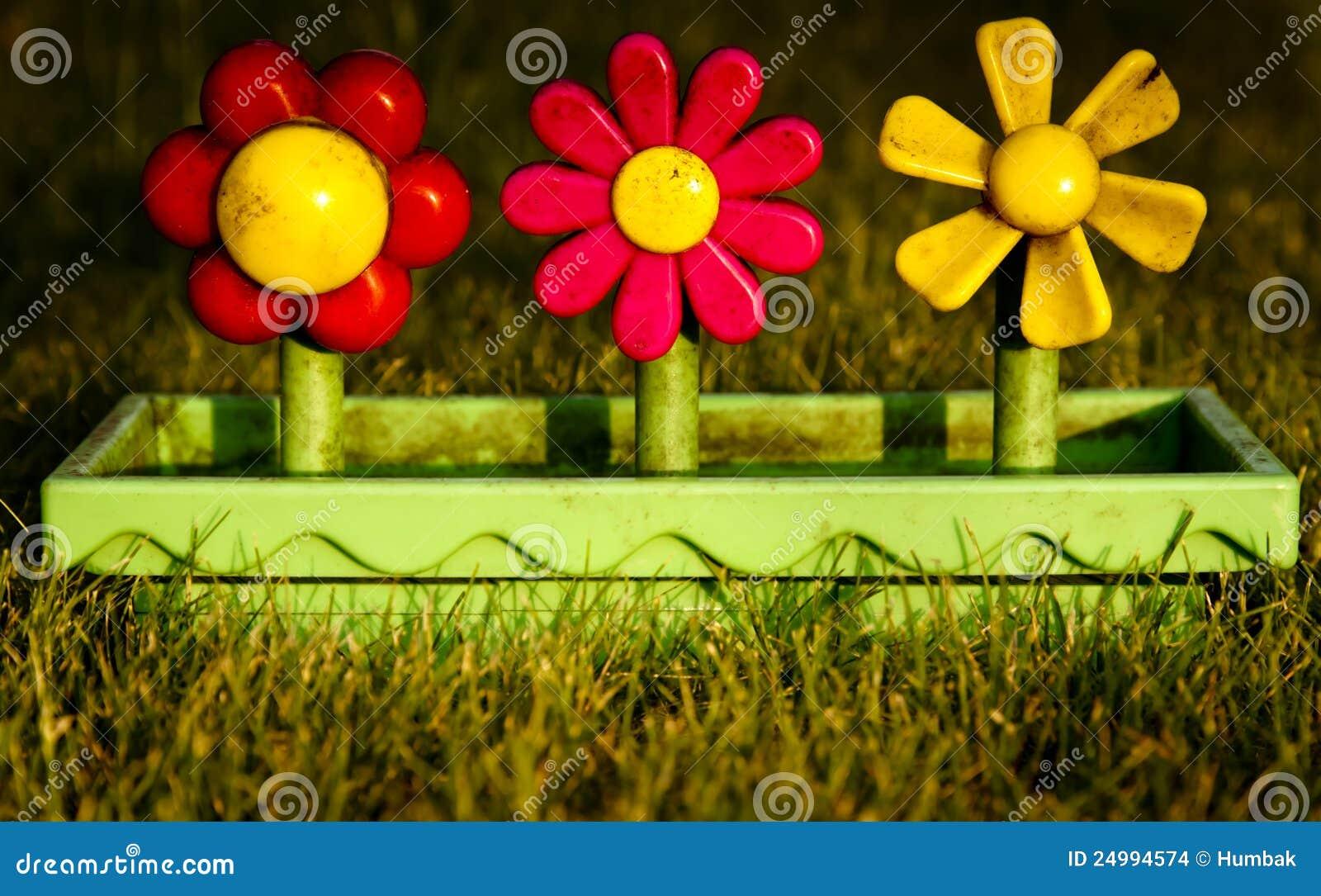 bac de fleur en plastique de jouet images stock image 24994574. Black Bedroom Furniture Sets. Home Design Ideas