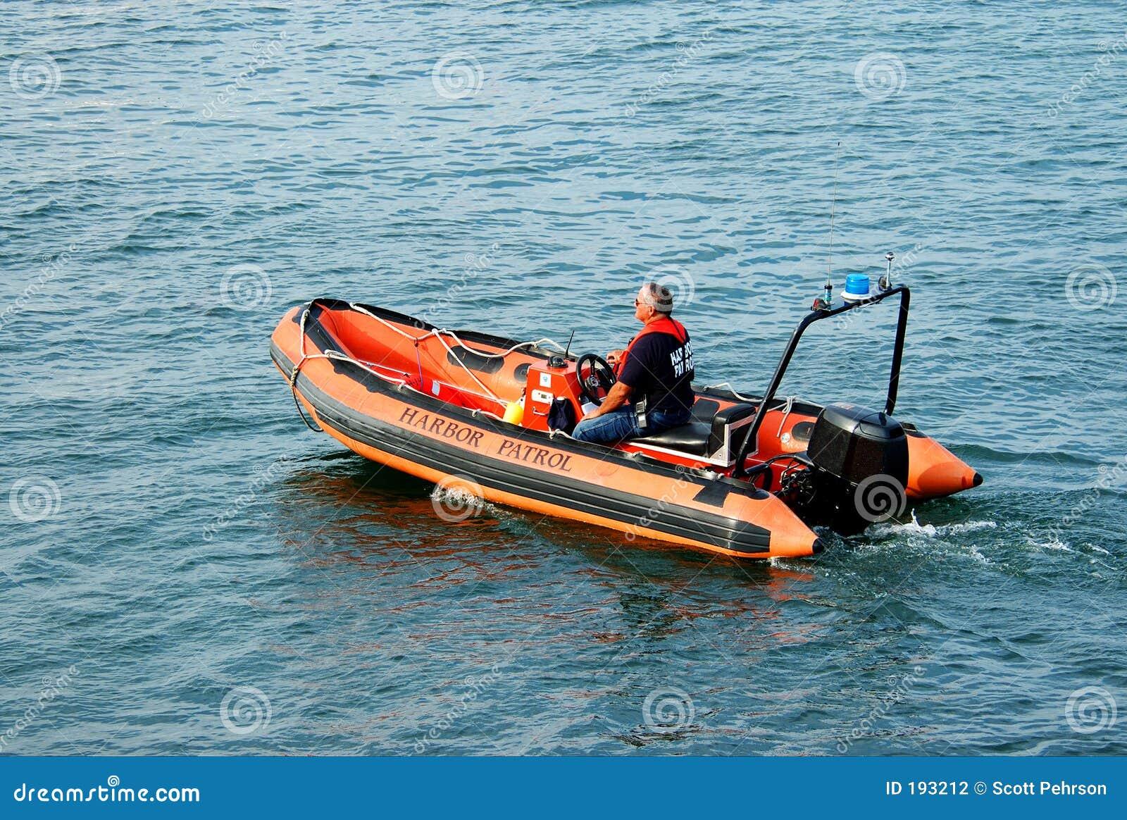 Bacalao de cabo de la patrulla del puerto