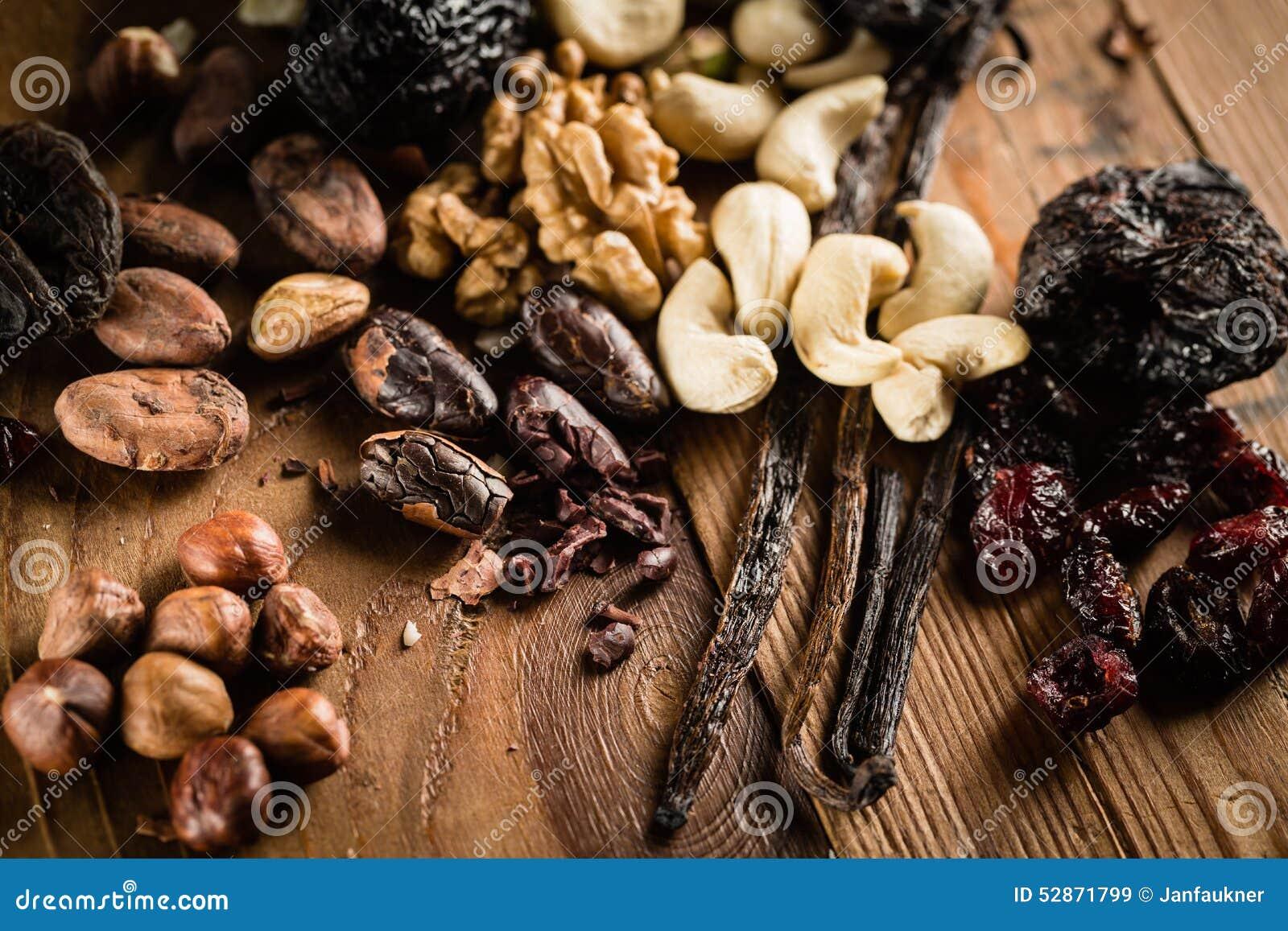 Baccello delle nocciole, delle noci, degli anacardii e dell orchidea di vaniglia