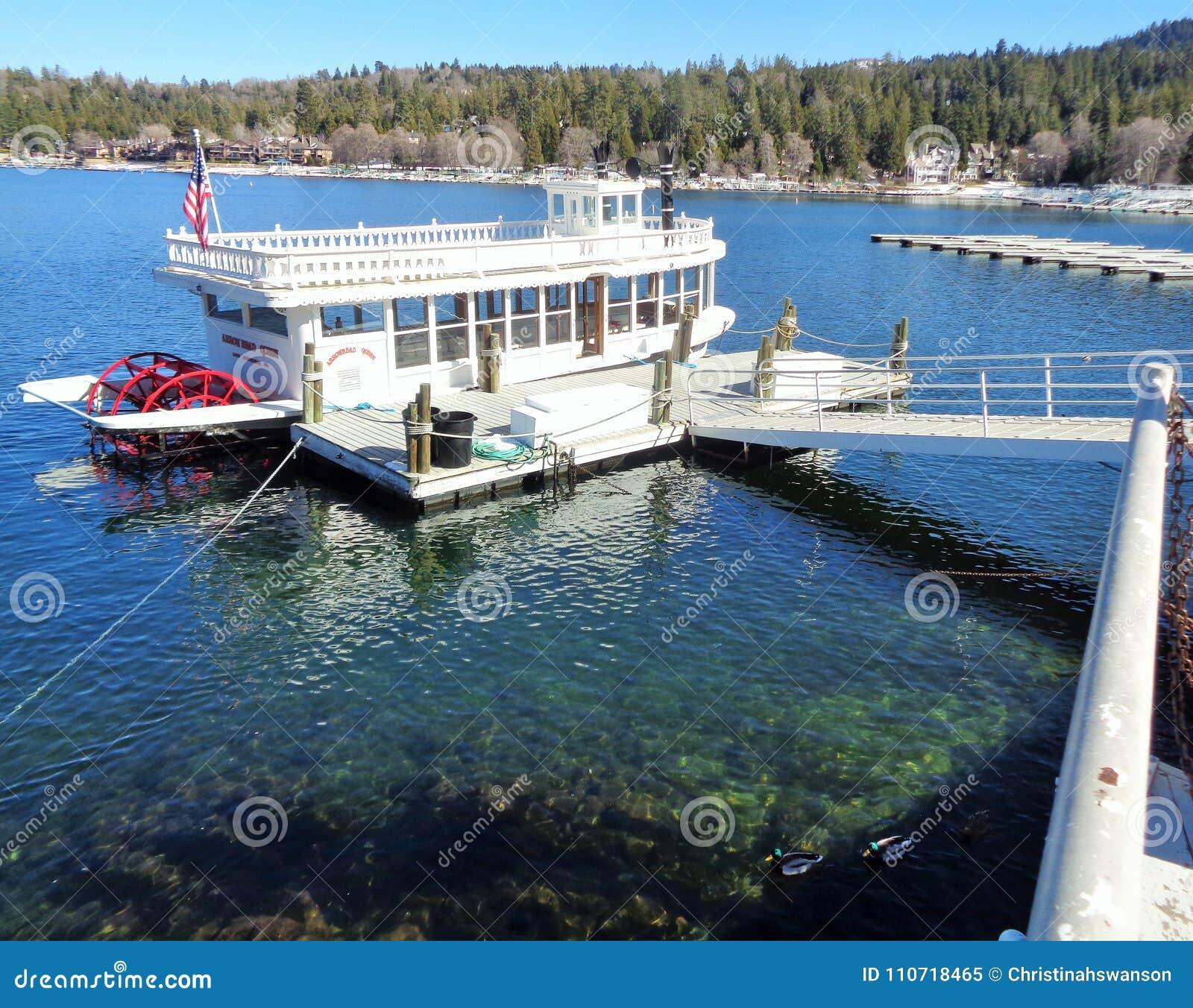 Bacino aspettante del crogiolo di ruota a pale della regina della sagittaria del lago