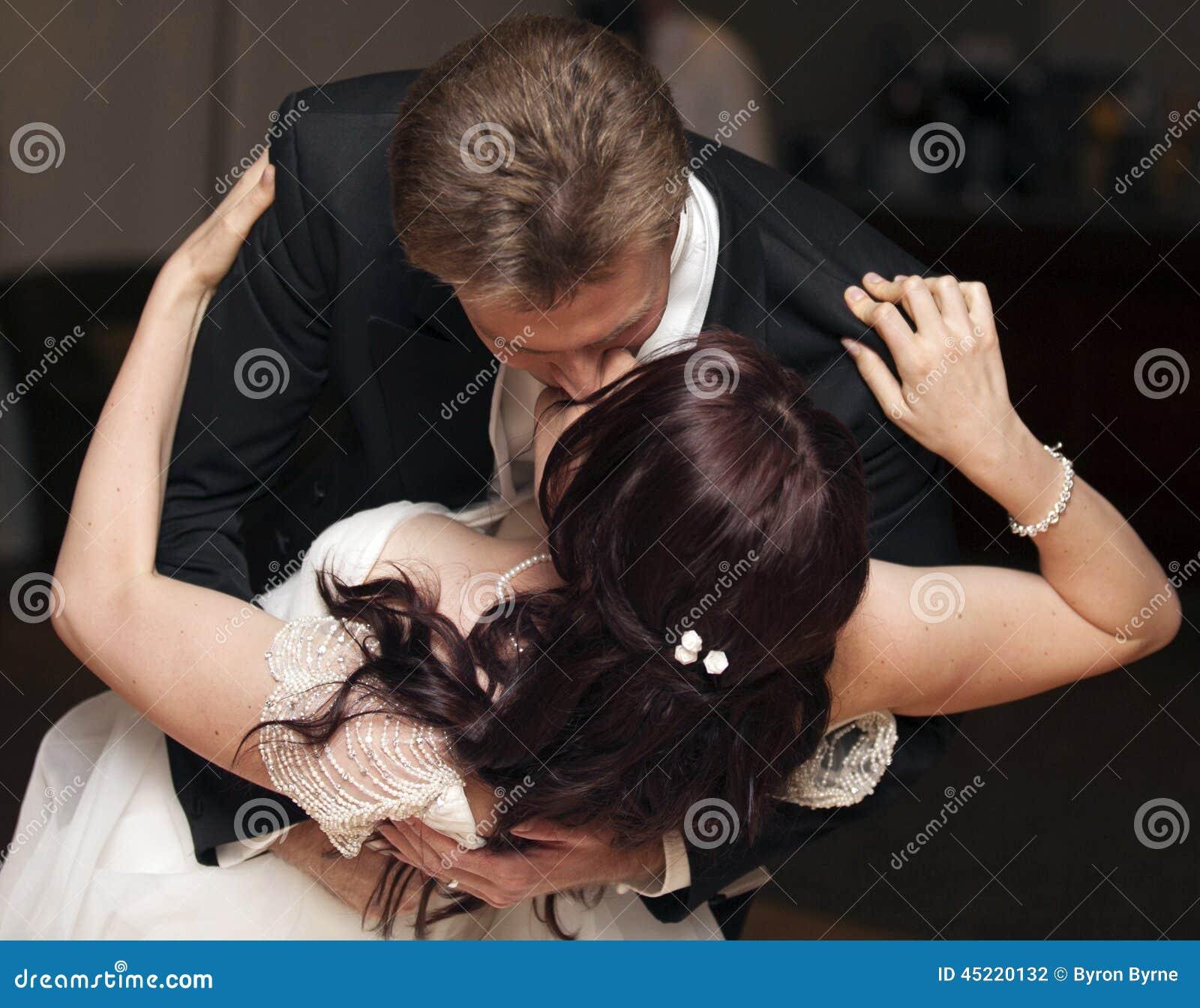 Bacio di ballo di nozze