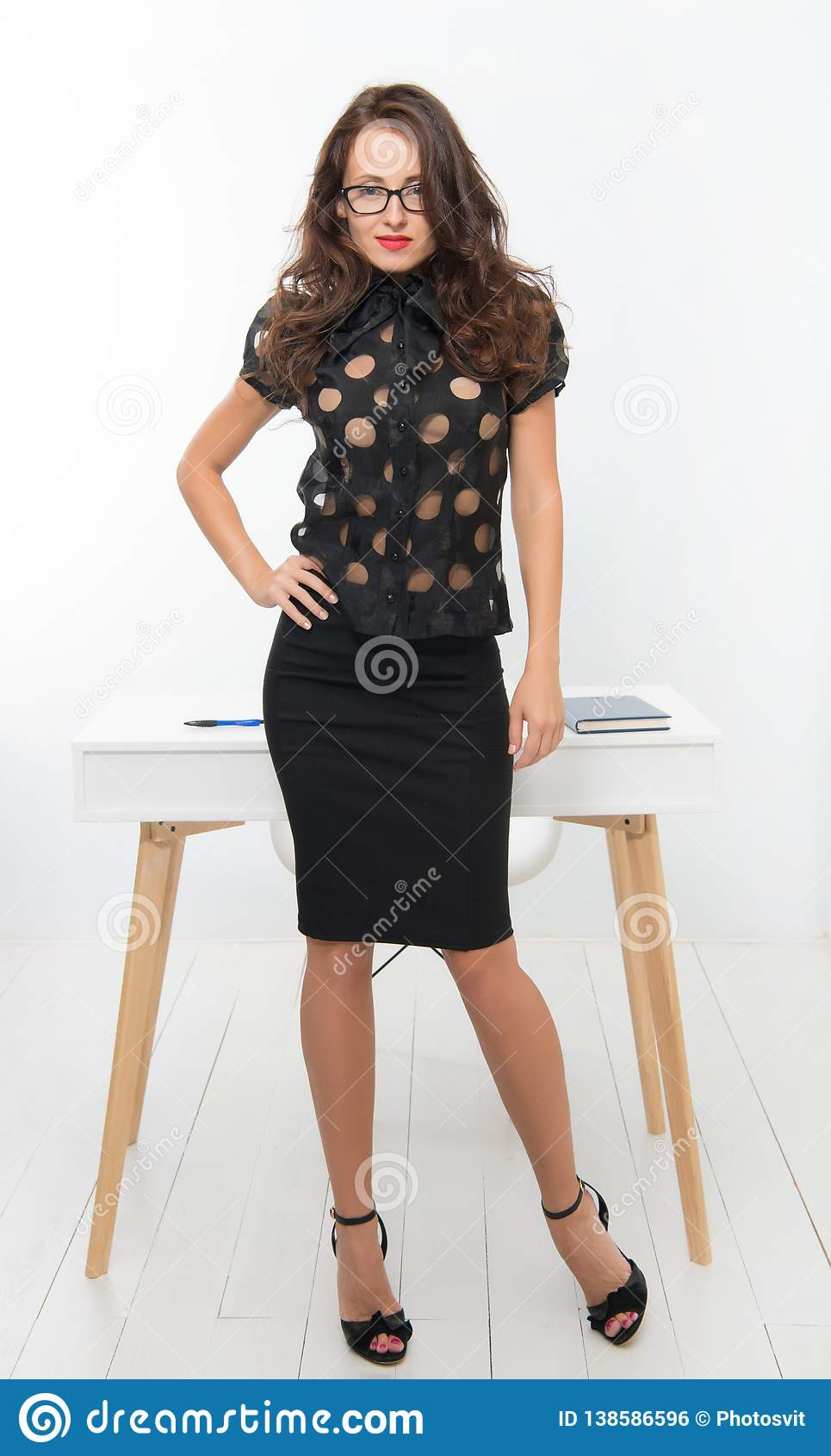 Работа девушка модель студент работа вахта север для девушки