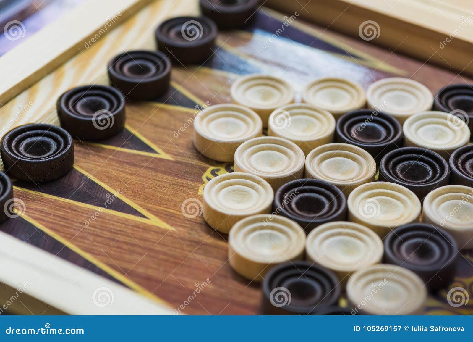 Backgammon De Madera Juegue A Un Juego De Mesa Imagen De Archivo