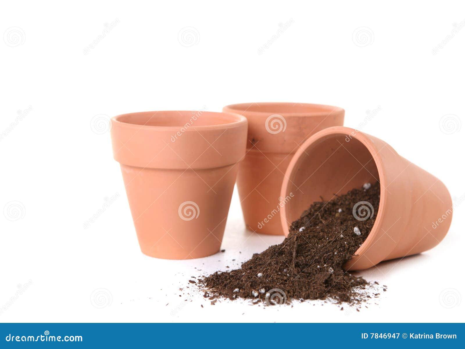 Bacs d argile attendant pour être planté avec des graines