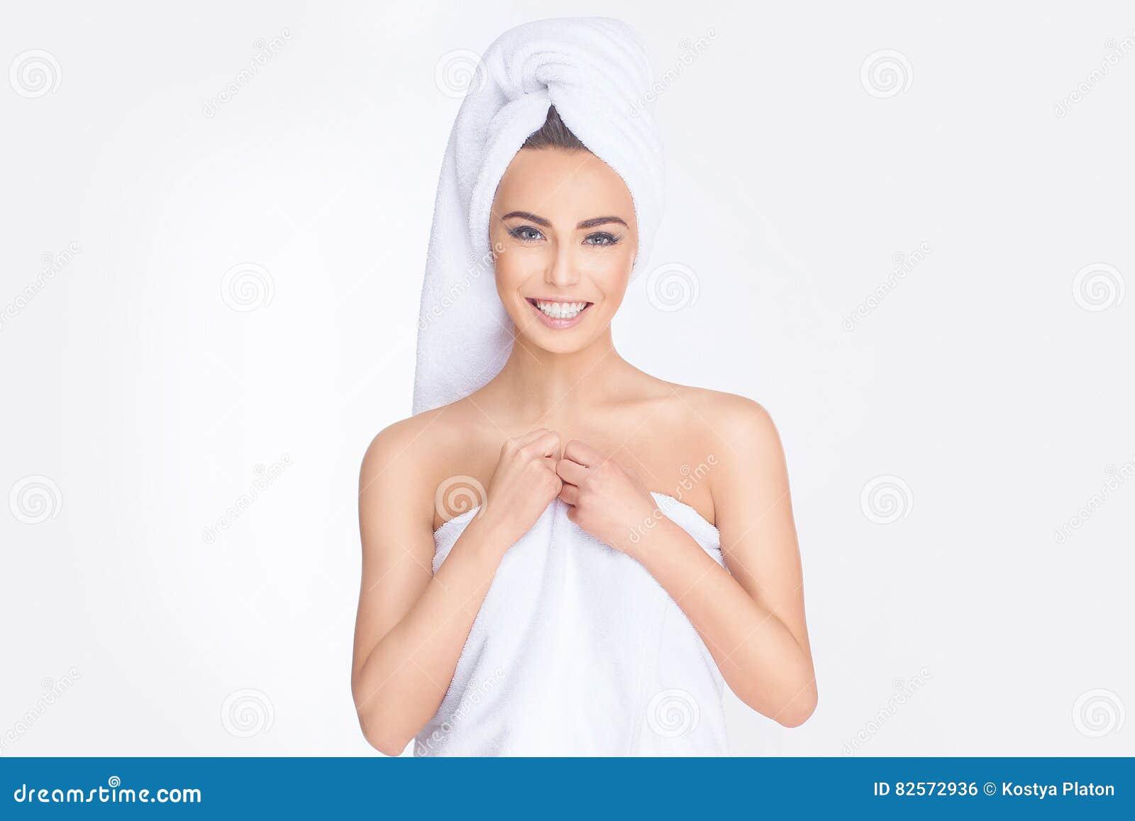 Badekurort Entspannte junge Frau