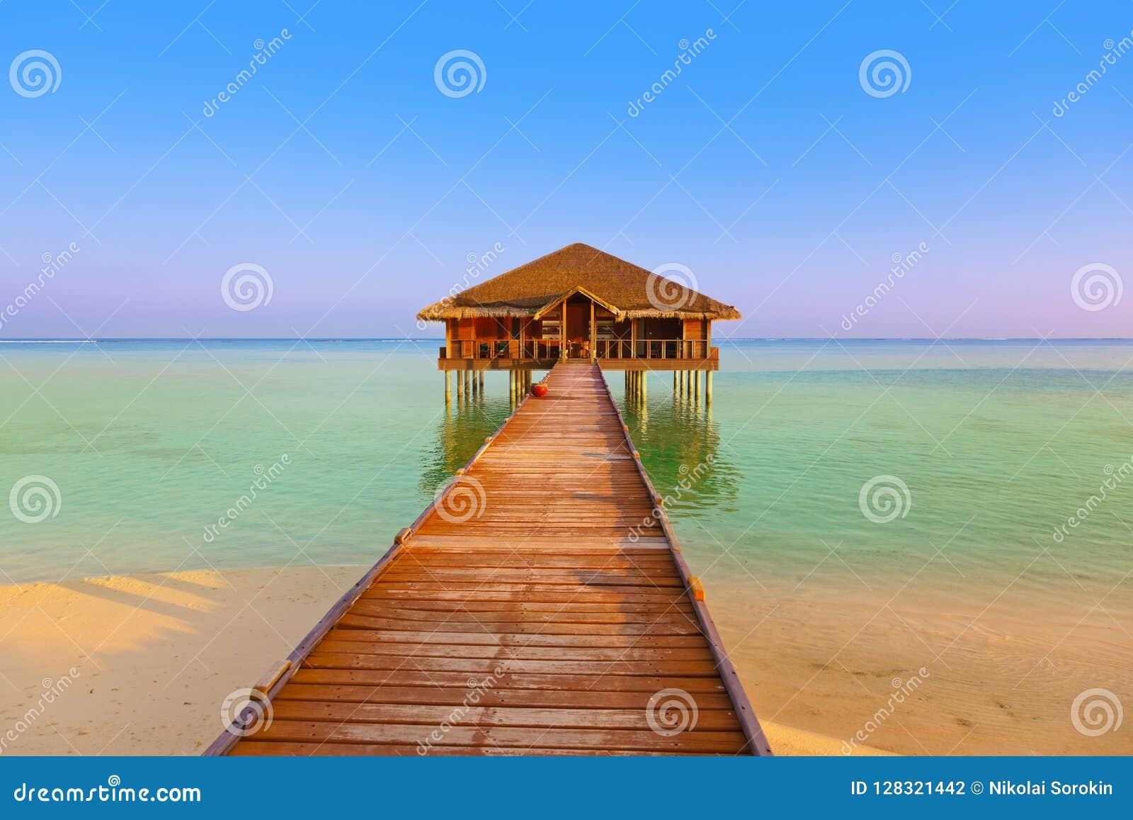 Badekurortsaal auf Malediven-Insel