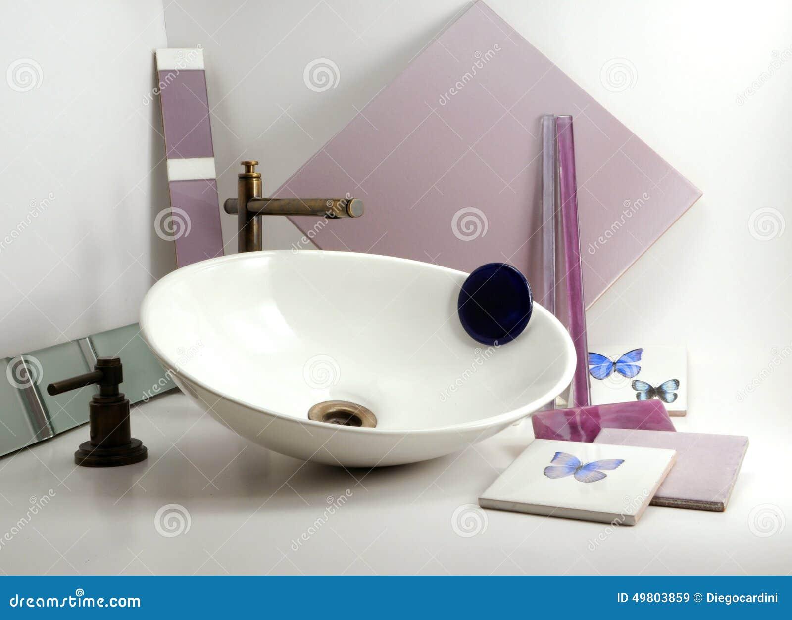 Badezimmer-Becken-Wanne Beautifuls-Hähne Und Zubehör Stockbild ...