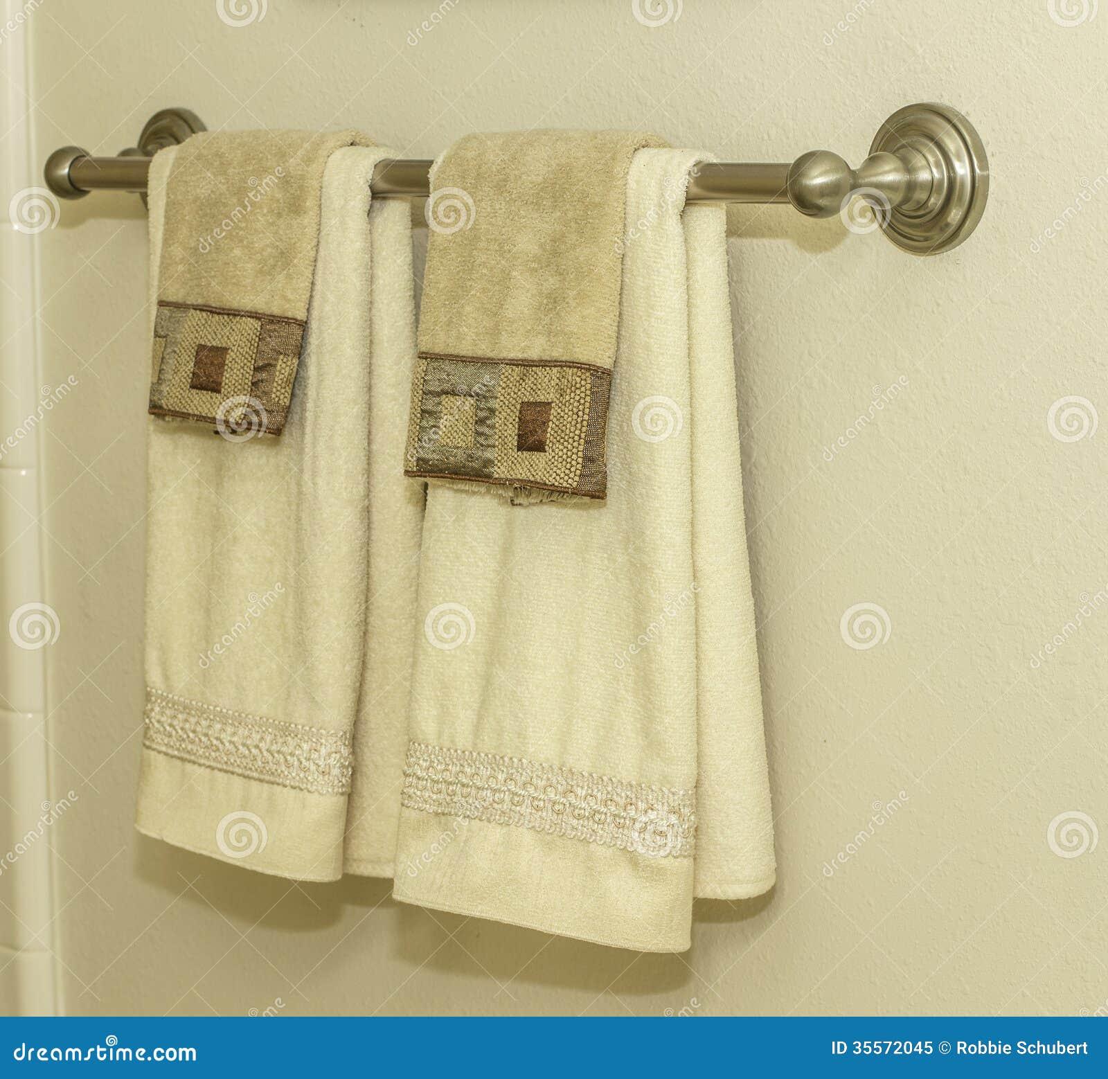 Badezimmer-Handtuchhalter stockbild. Bild von eleganz - 35572045