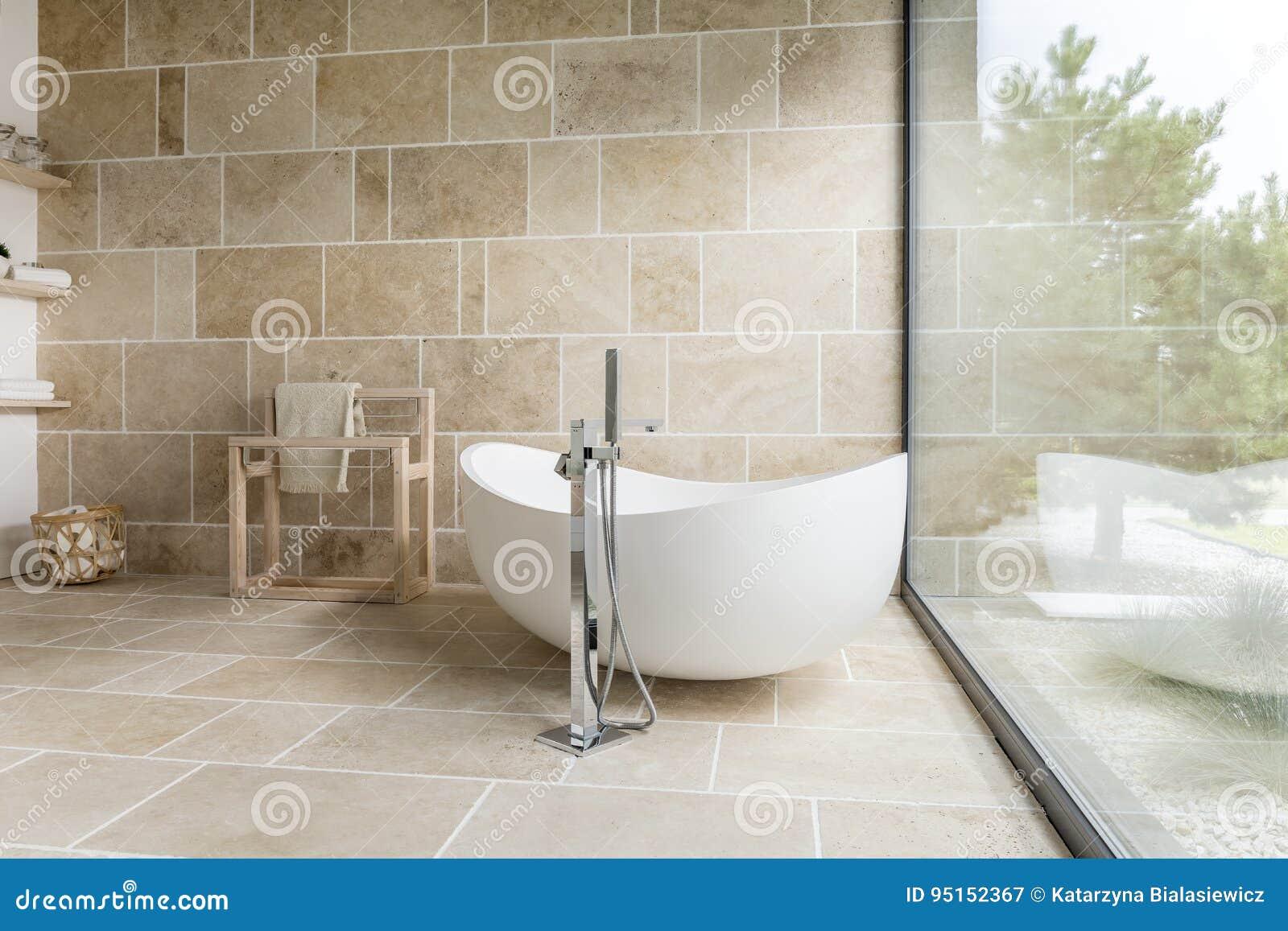 Badezimmer Mit Großem Fenster Stockbild - Bild von glas ...