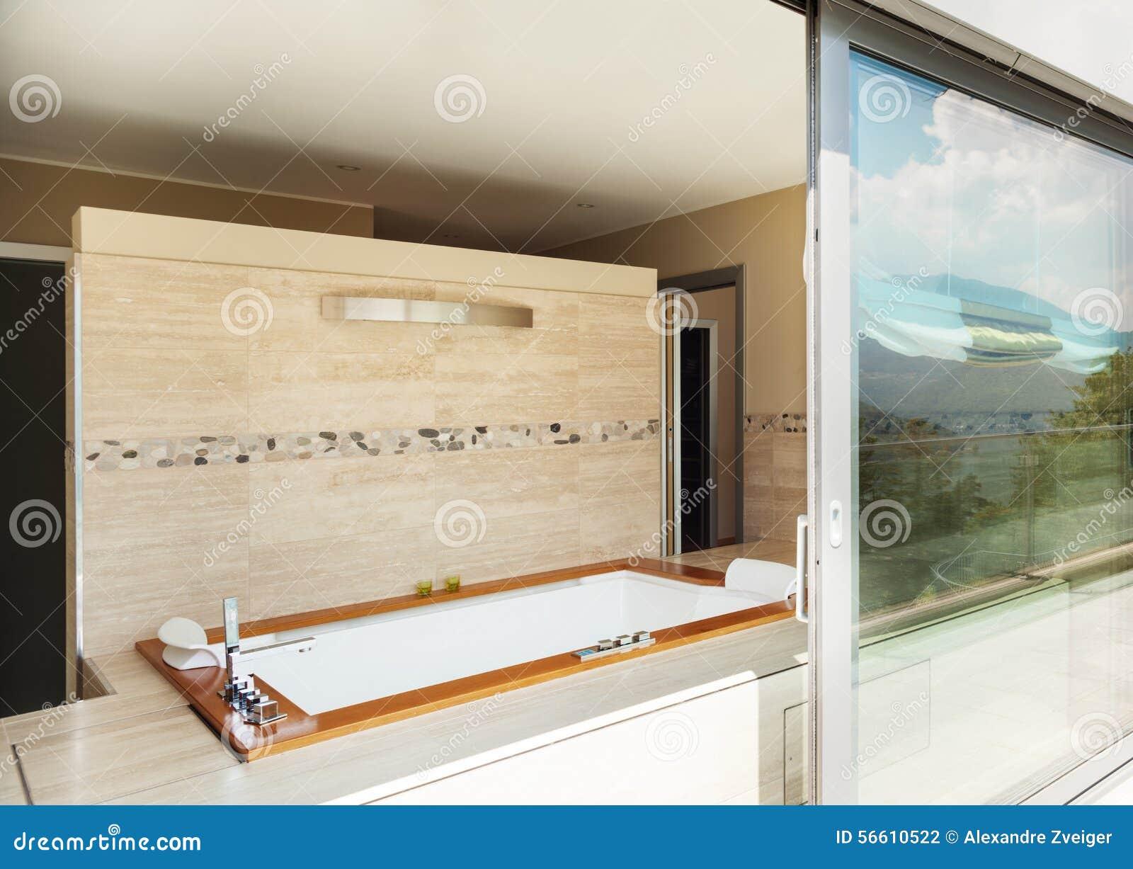 Badezimmer Mit Jacuzzi Von Der Terrasse Stockfoto Bild Von Marmor