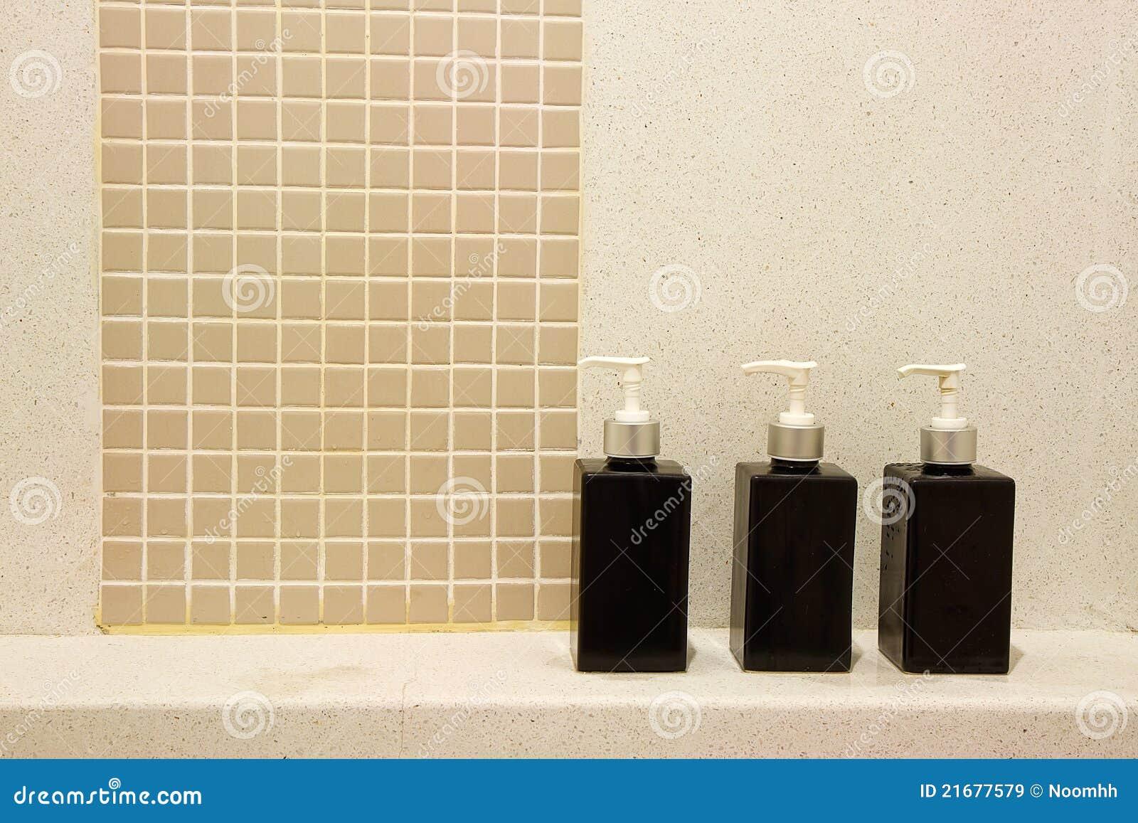 Badezimmer-Zubehör stockbild. Bild von würfel, shampoo - 21677579