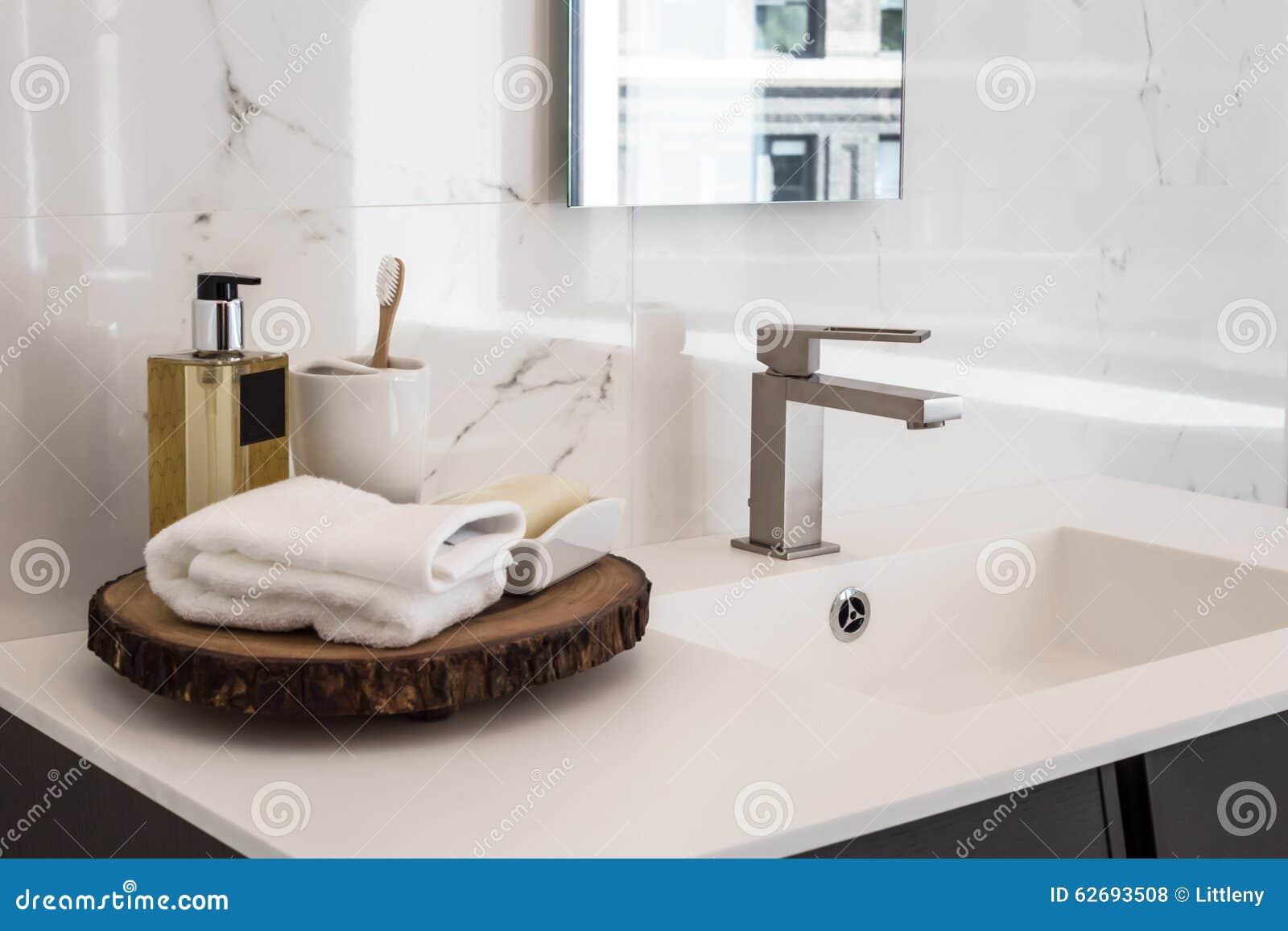 Badezimmer Wanne ? Bitmoon.info Badezimmer Wanne