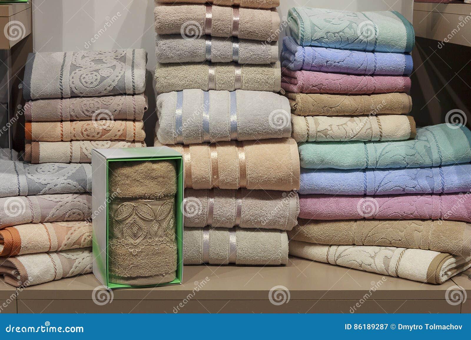 Badhanddoeken op de planken