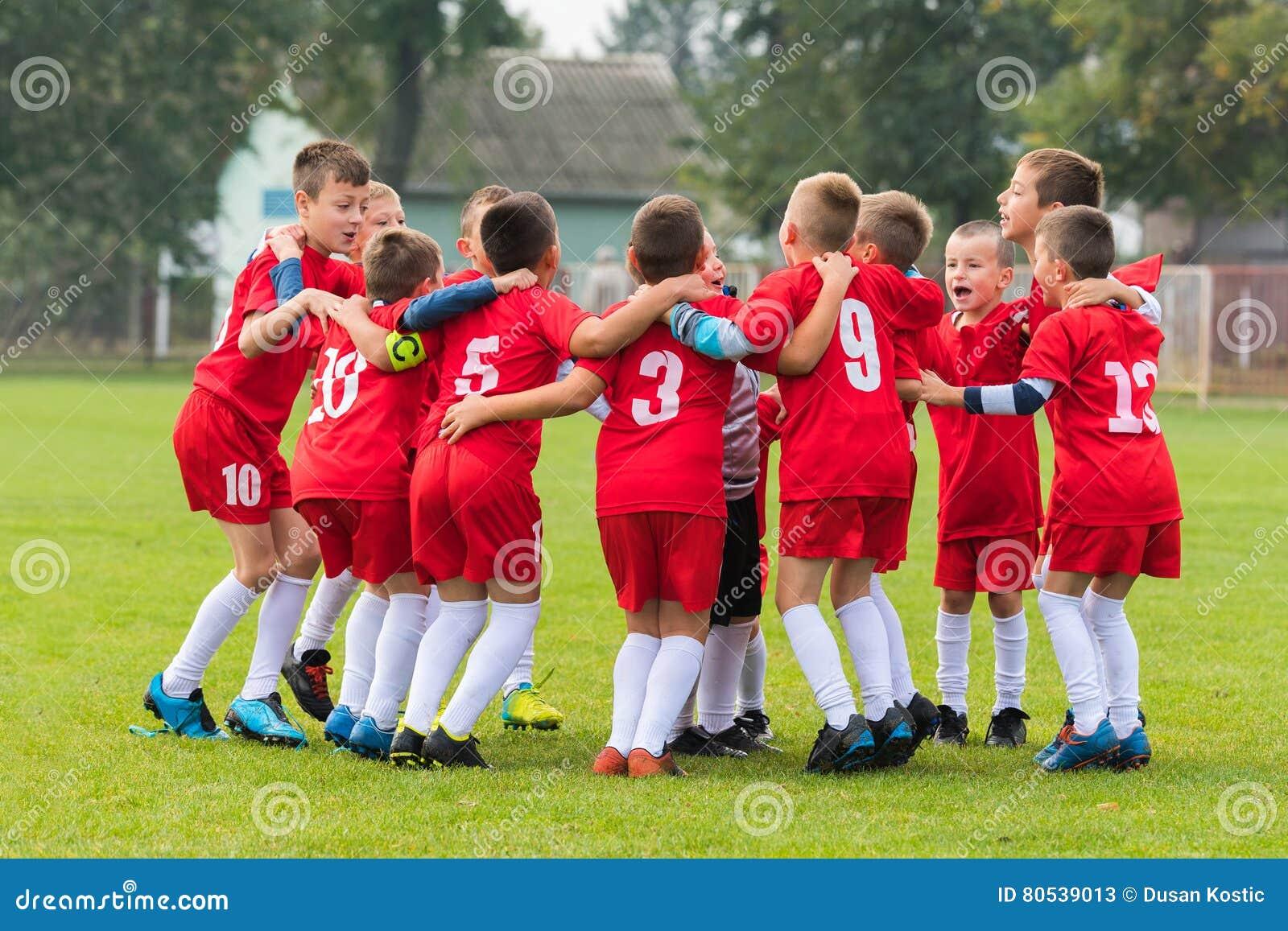 Badine l équipe de football dans le petit groupe