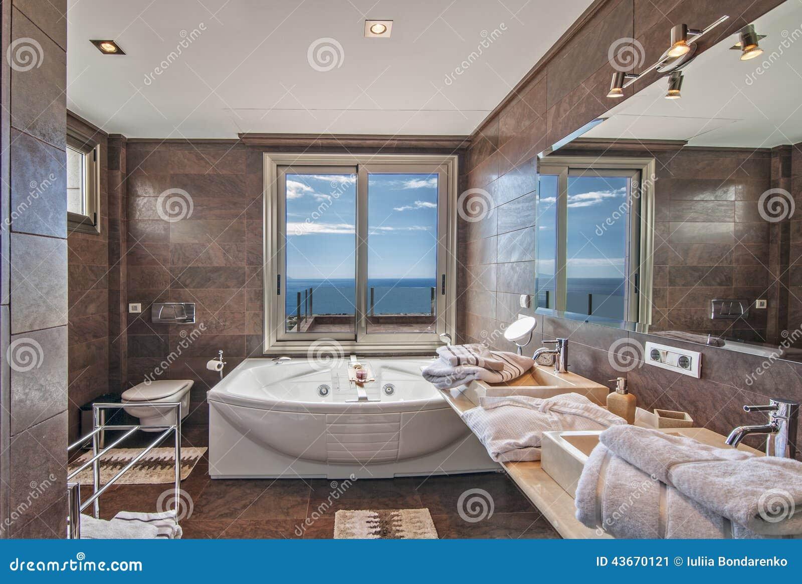 Badkamers in moderne villa stock foto afbeelding 43670121 for Moderne badkamers