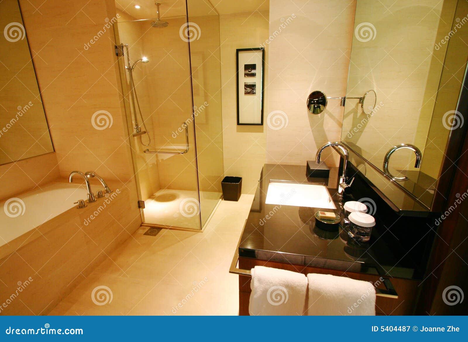Badkamers van nieuw luxehotel stock afbeelding afbeelding 5404487 - Outs badkamer m ...